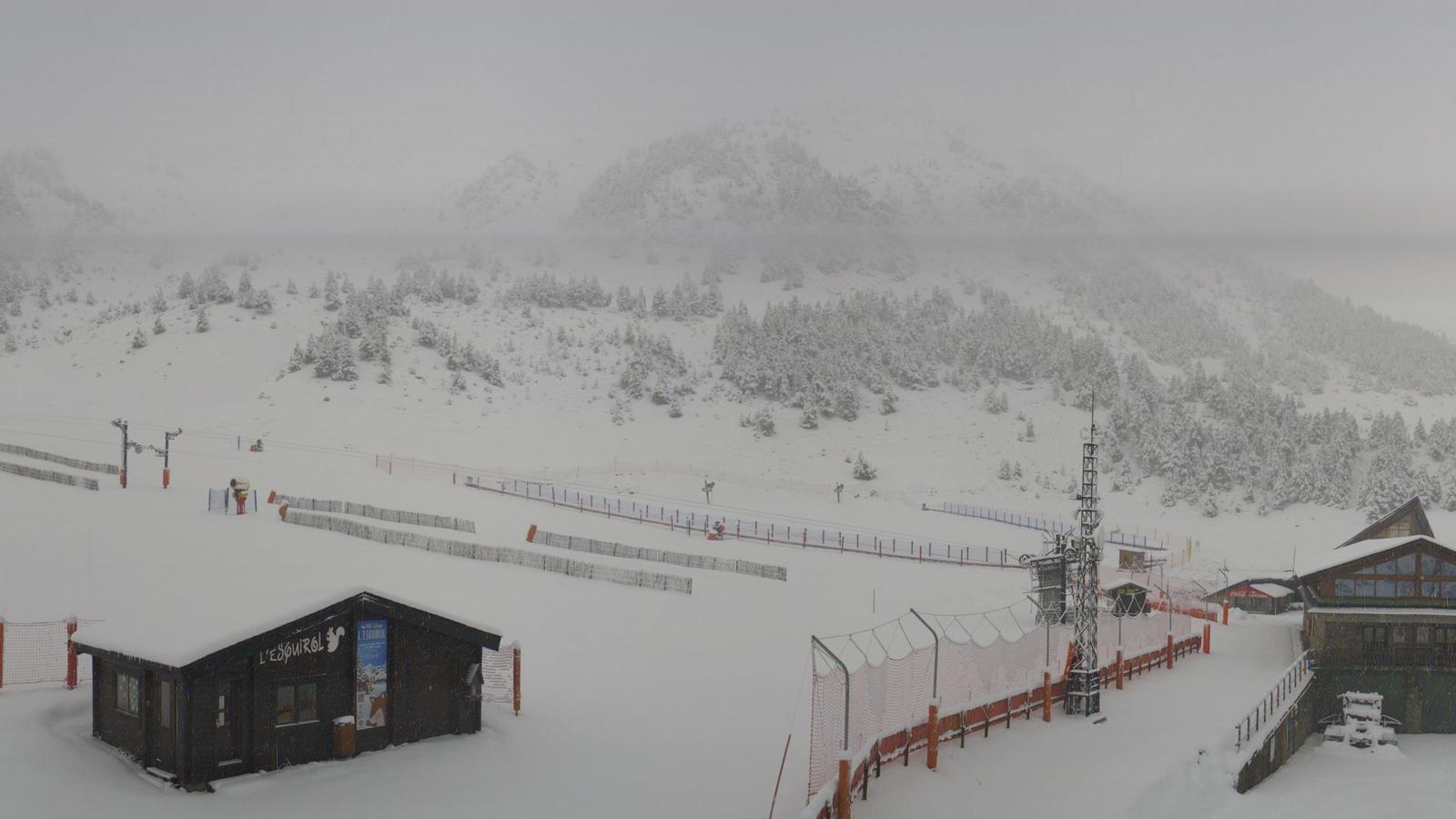 Neu al Pirineu oriental i temporal fort a la costa