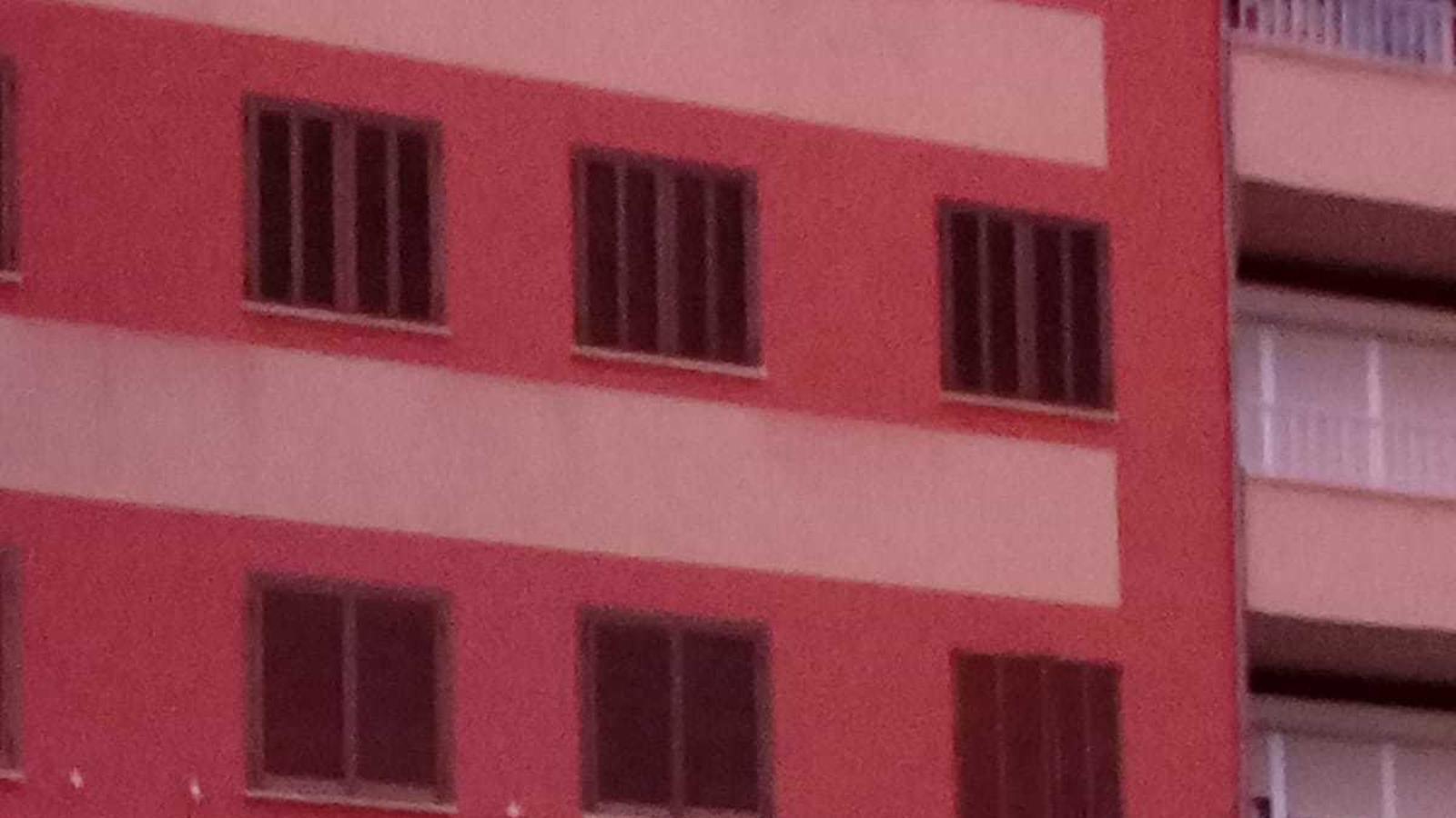 Façana de l'edifici del carrer Manacor que la parella va ocupar
