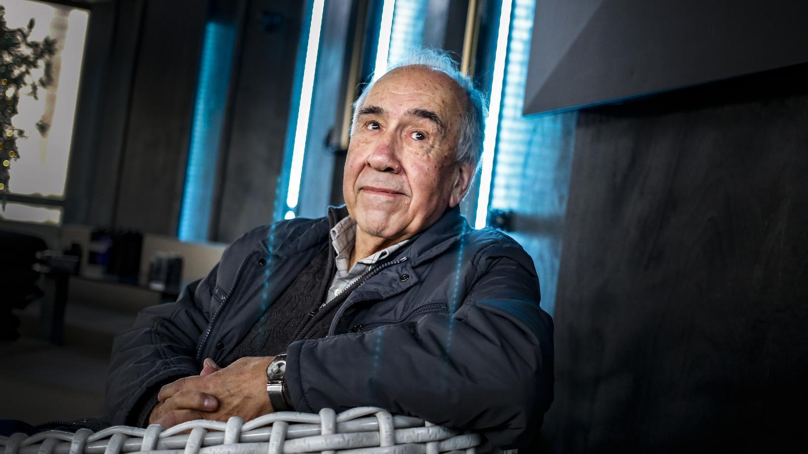 """Joan Margarit: """"Als que vam néixer durant la guerra, aquest país encara ens fa por"""""""