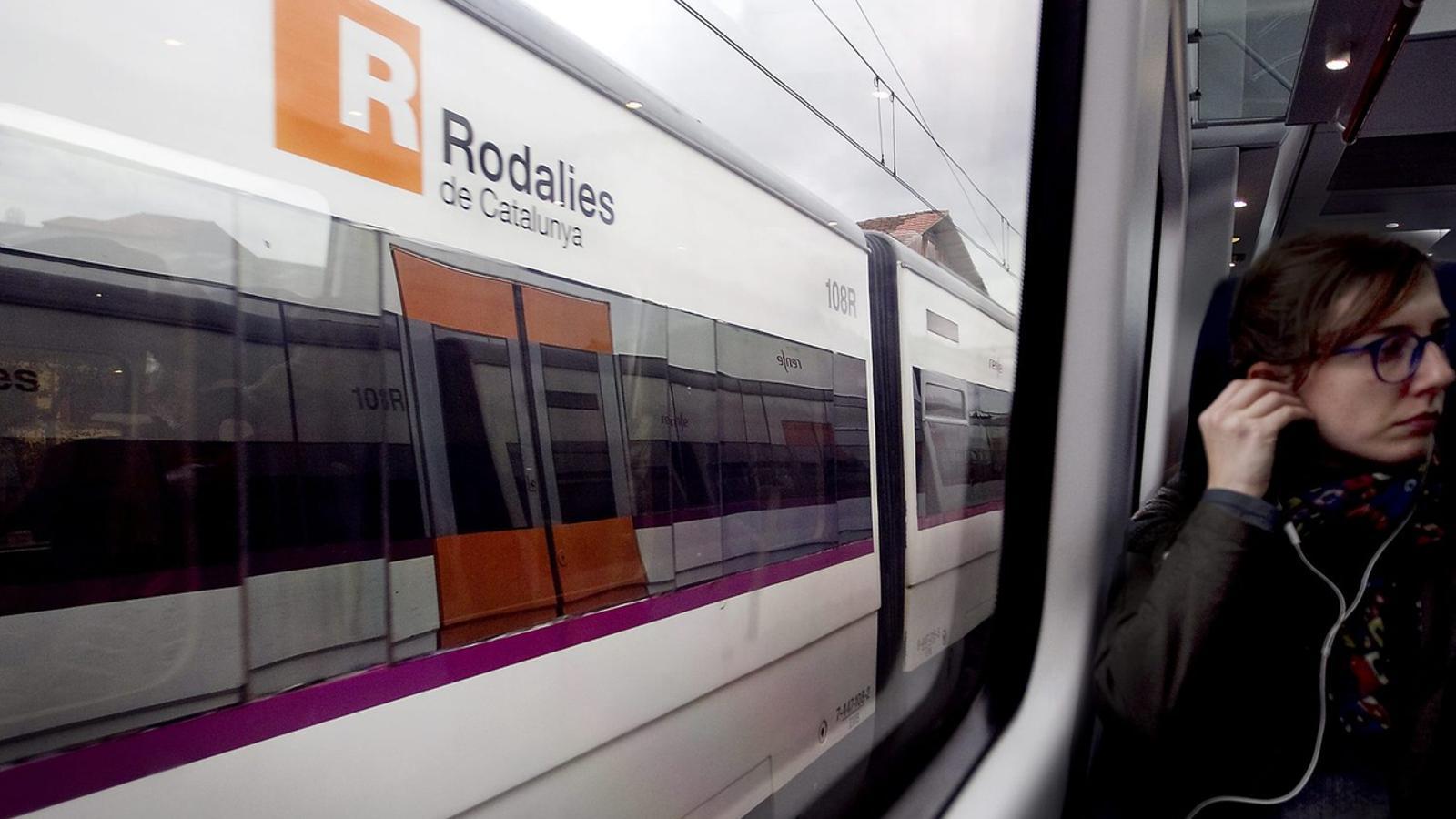 Cada dia més de 400.000 persones agafen la xarxa de Rodalies per desplaçar-se, per feina o per oci.
