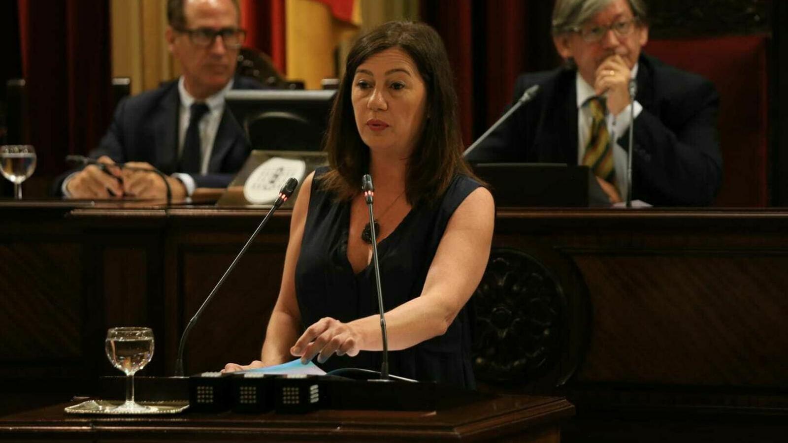 Francina Armengol durant una de les seves intervencions en el Parlament balear