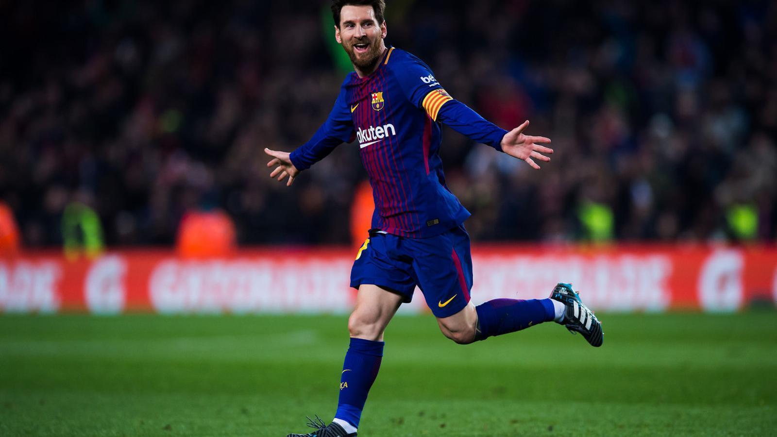 Messi celebrant el seu segon gol, marcat de falta amb un xut per sota la tanca defensiva dels jugadors gironins. Messi ja ha marcat contra els 19 rivals de la Primera Divisió.