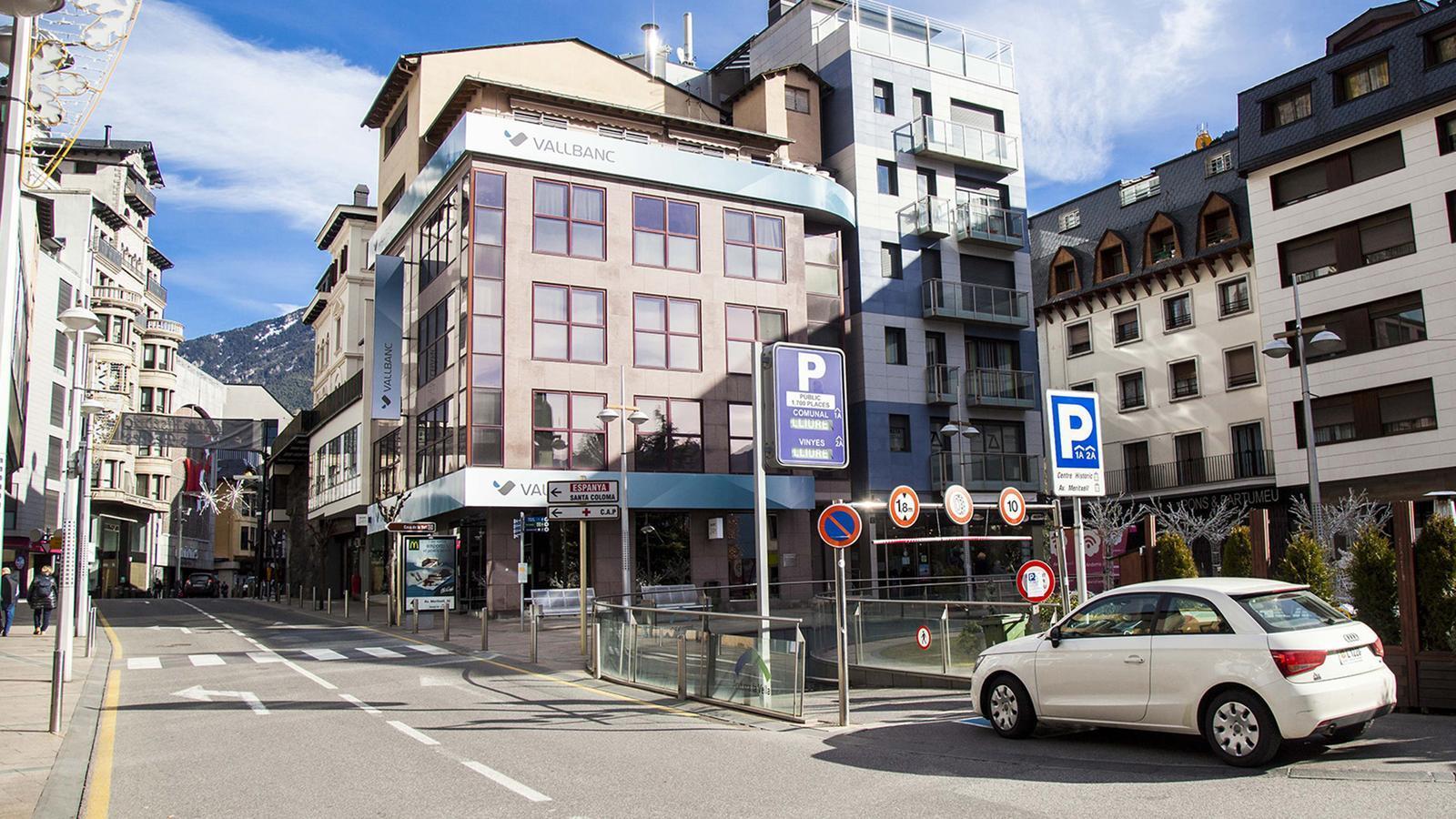 Una imatge de l'entrada a l'aparcament de Prat de la Creu per la plaça Rebés. / COMÚ D'ANDORRA LA VELLA