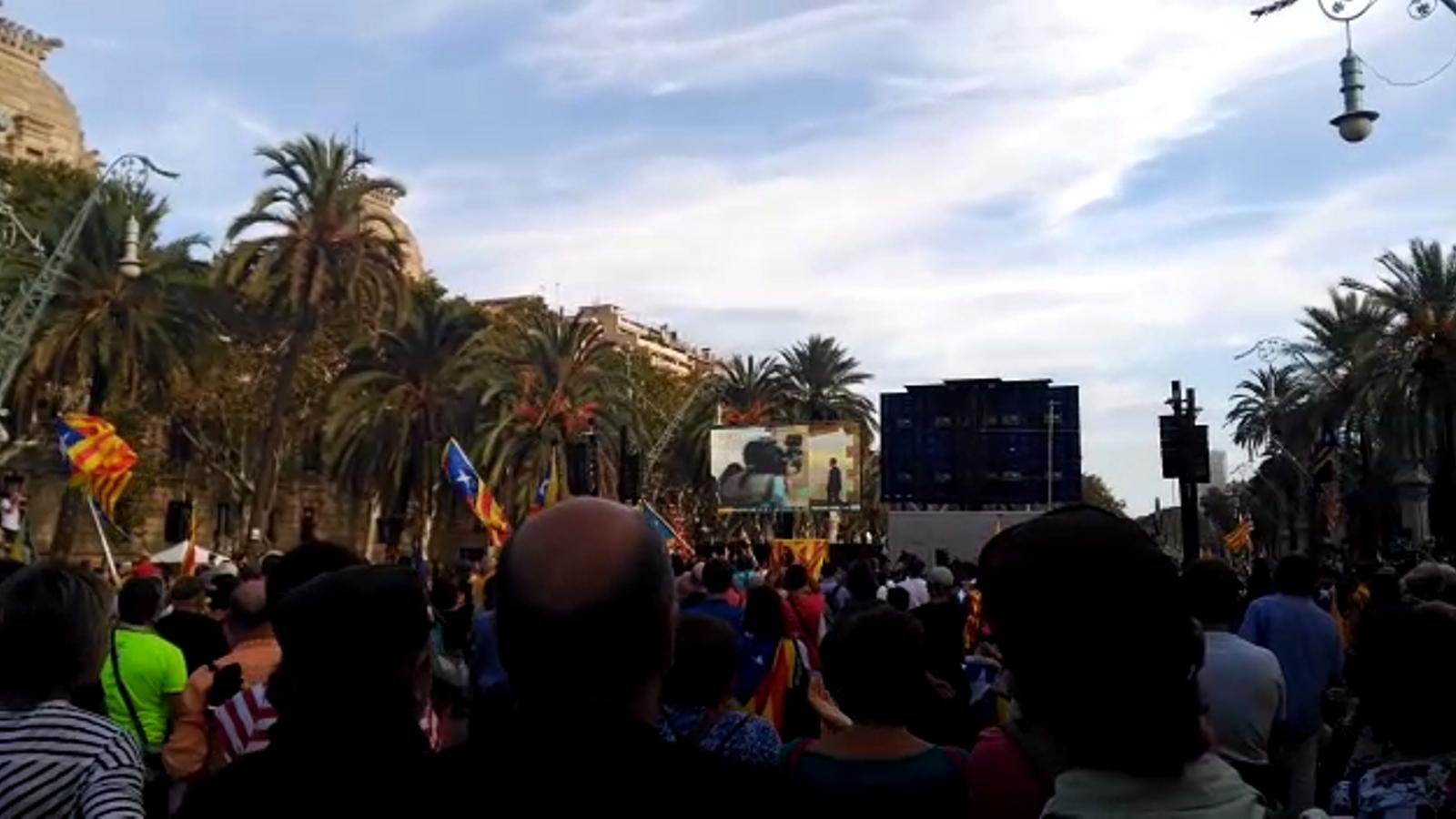 Aplaudiments al passeig de Lluís Companys