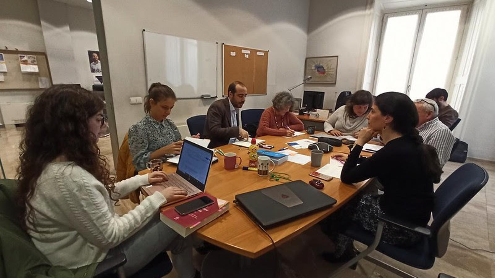 El grup parlamentari de Podem durant la reunió d'aquest dijous