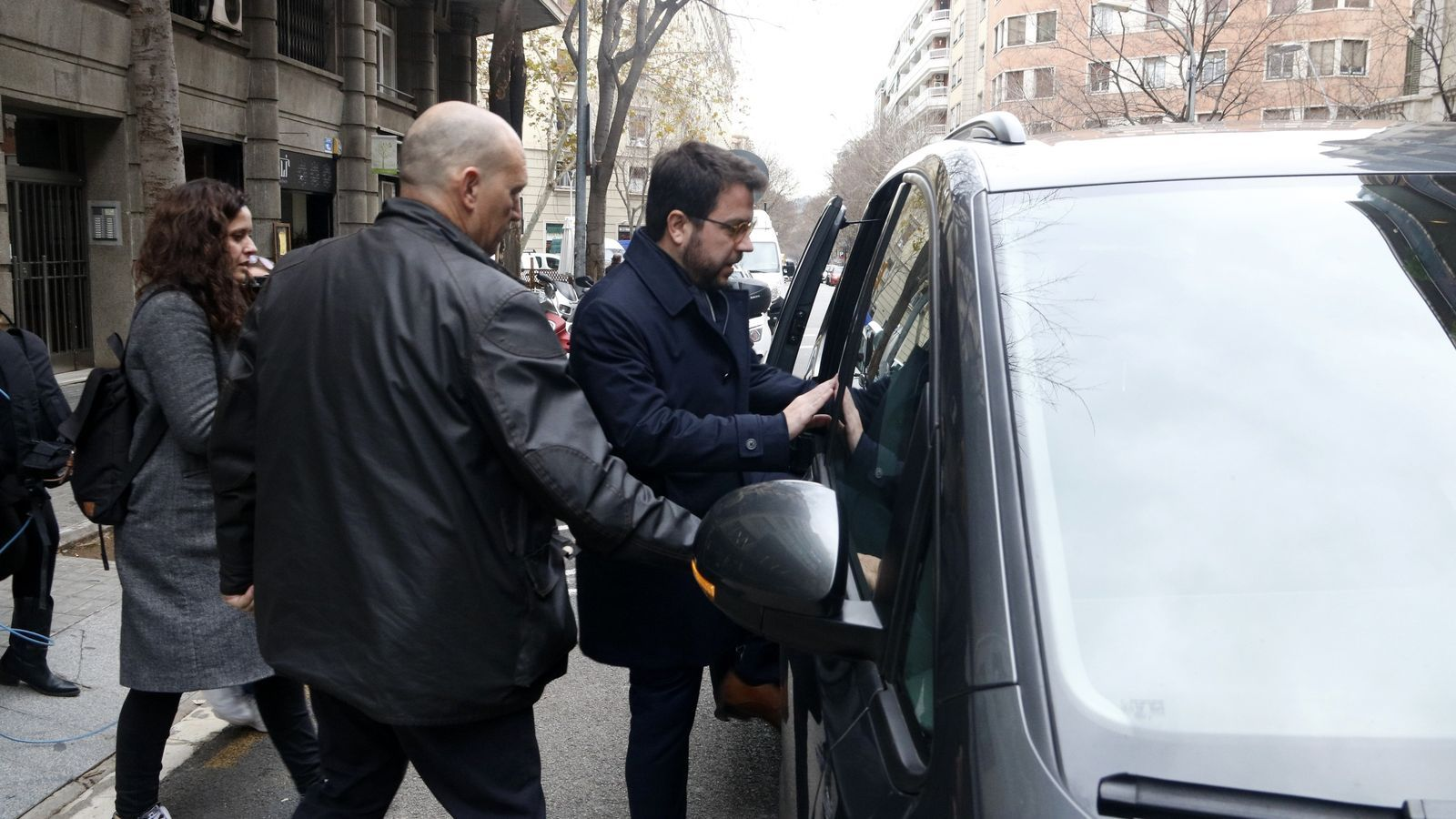 El vicepresident del Govern, Pere Aragonès, sortint aquest dimecres de la seu d'ERC.