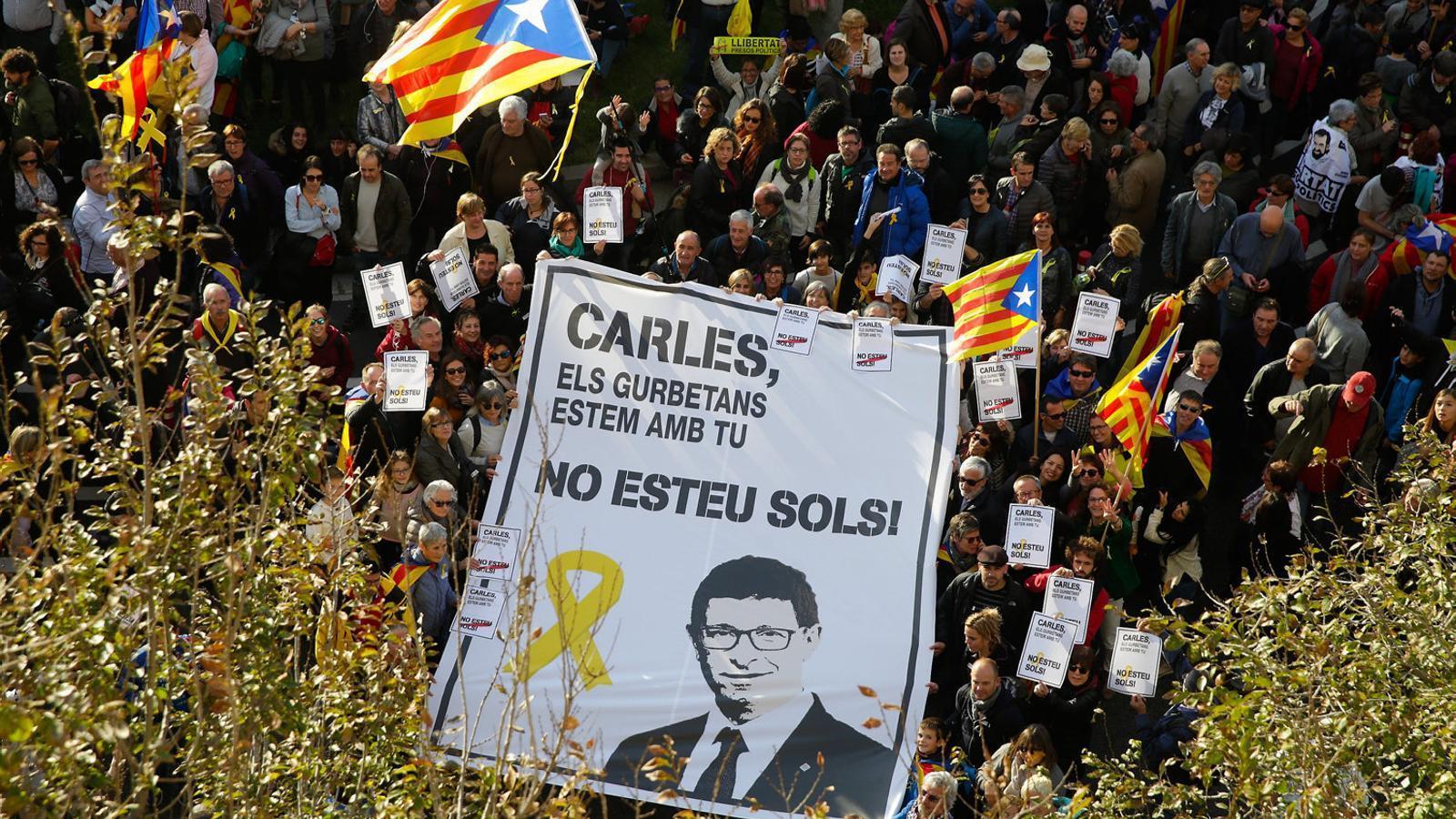 pancartes Carles Mundo Gurb manifestacio 1904819653 48636843 651x366 - Fil de Ramir De Porrata-Doria. 20/10/18. PSOE i PSC, pressupostos de l'Estat