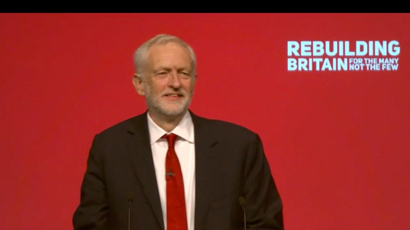 """Jeremy Corbyn promet una """"agenda radical"""" i una """"revolució verda"""" per capgirar l'economia del Regne Unit"""