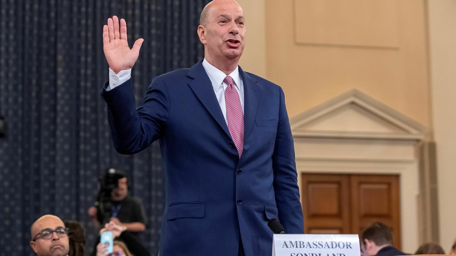 """L'ambaixador nord-americà a la UE assegura que va pressionar Ucraïna """"per ordre"""" de Trump"""