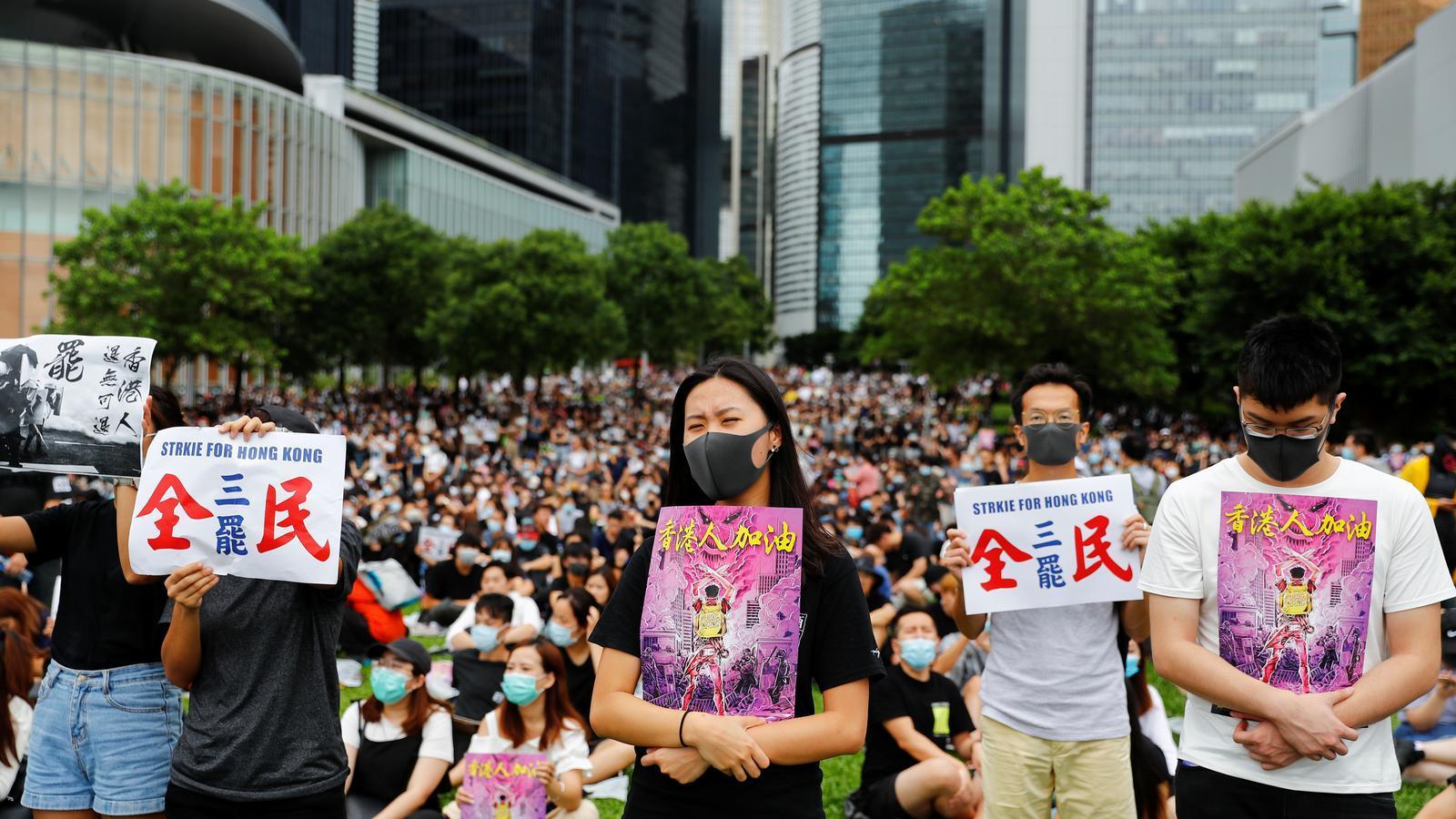 Les aules es buiden per la democràcia a Hong Kong