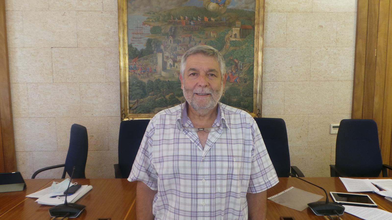 Joan Manera, dins la sala de plens de l'Ajuntament d'Andratx.