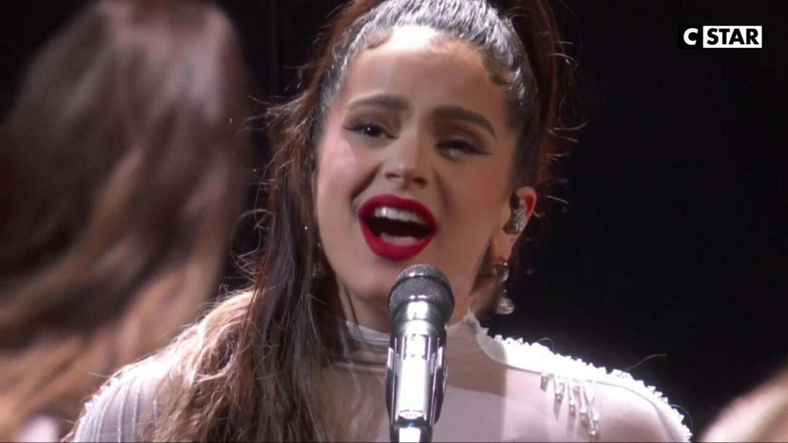 Rosalía interpretant 'Juro que' i 'Malamente' als Grammy 2020