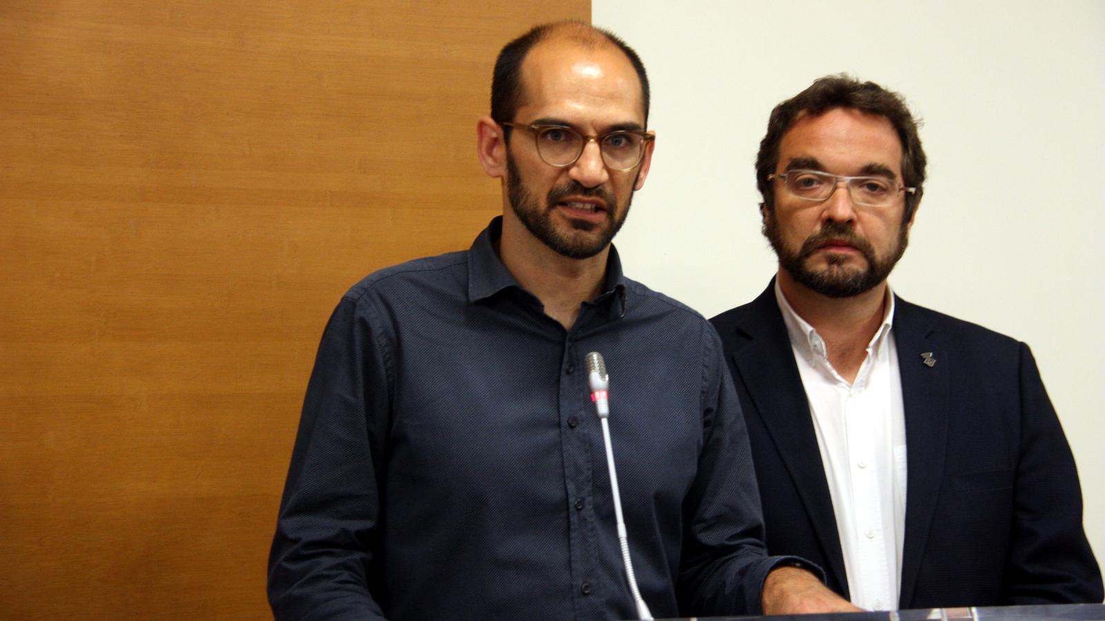 El ya alcalde de Sabadell, Matías Serracant, y Juli Fernández, el alcalde saliente / ACN
