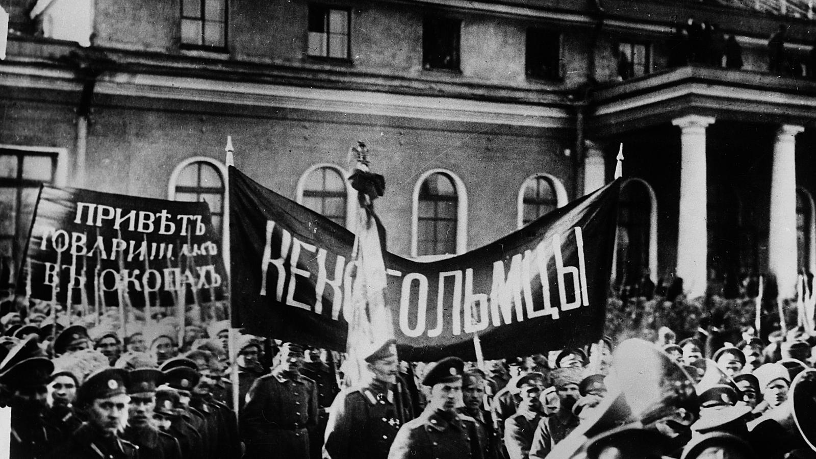 Marxa de soldats a Petrograd
