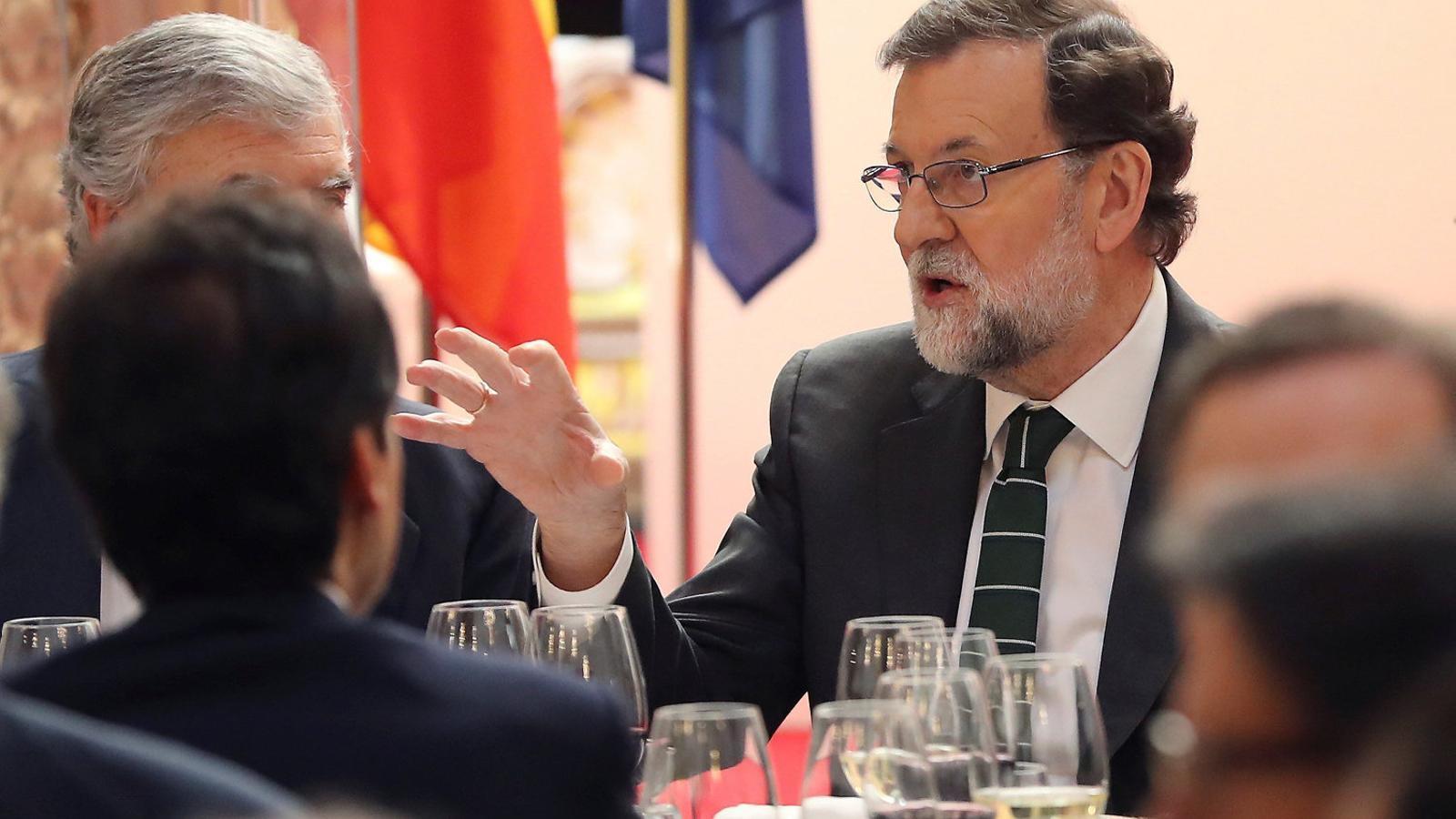 Rajoy reuneix els 'barons'  per frenar una revolta interna