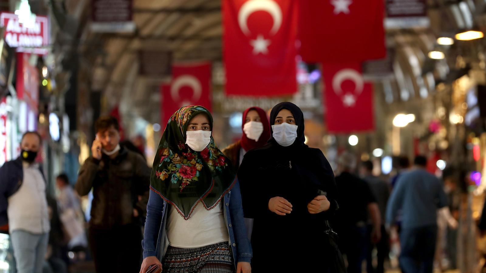 El Gran Basar d'Istanbul torna a obrir les seves portes