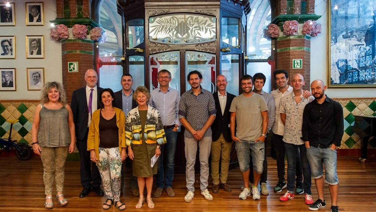 Representants del Palau de la Música amb alguns dels participant en el concert 'Considering Matthew Shepard' / A. Bofill (Palau de la Música)