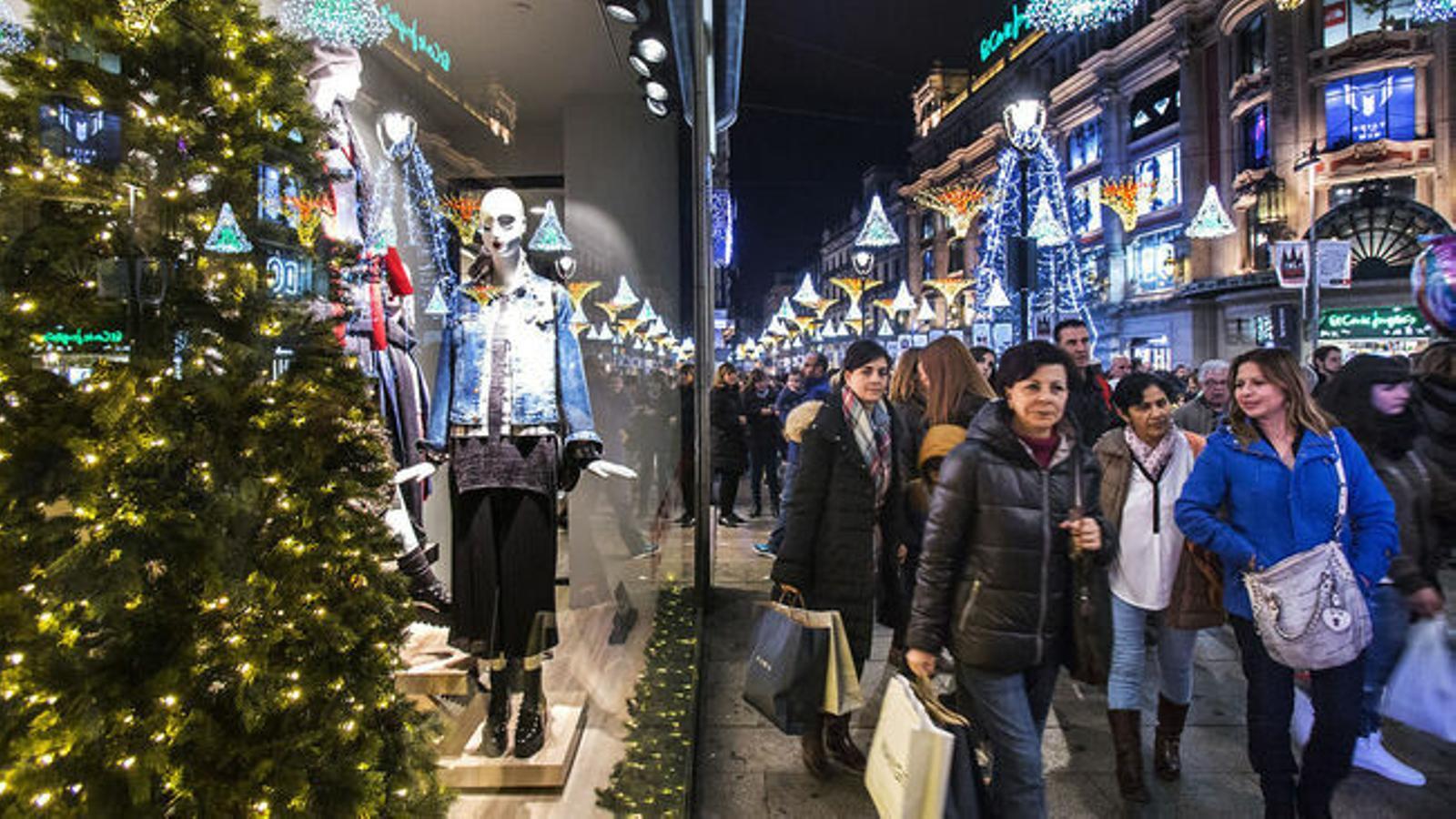 Les festes de Nadal giren de cada vegada més entorn de les compres. / PERE VIRGILI