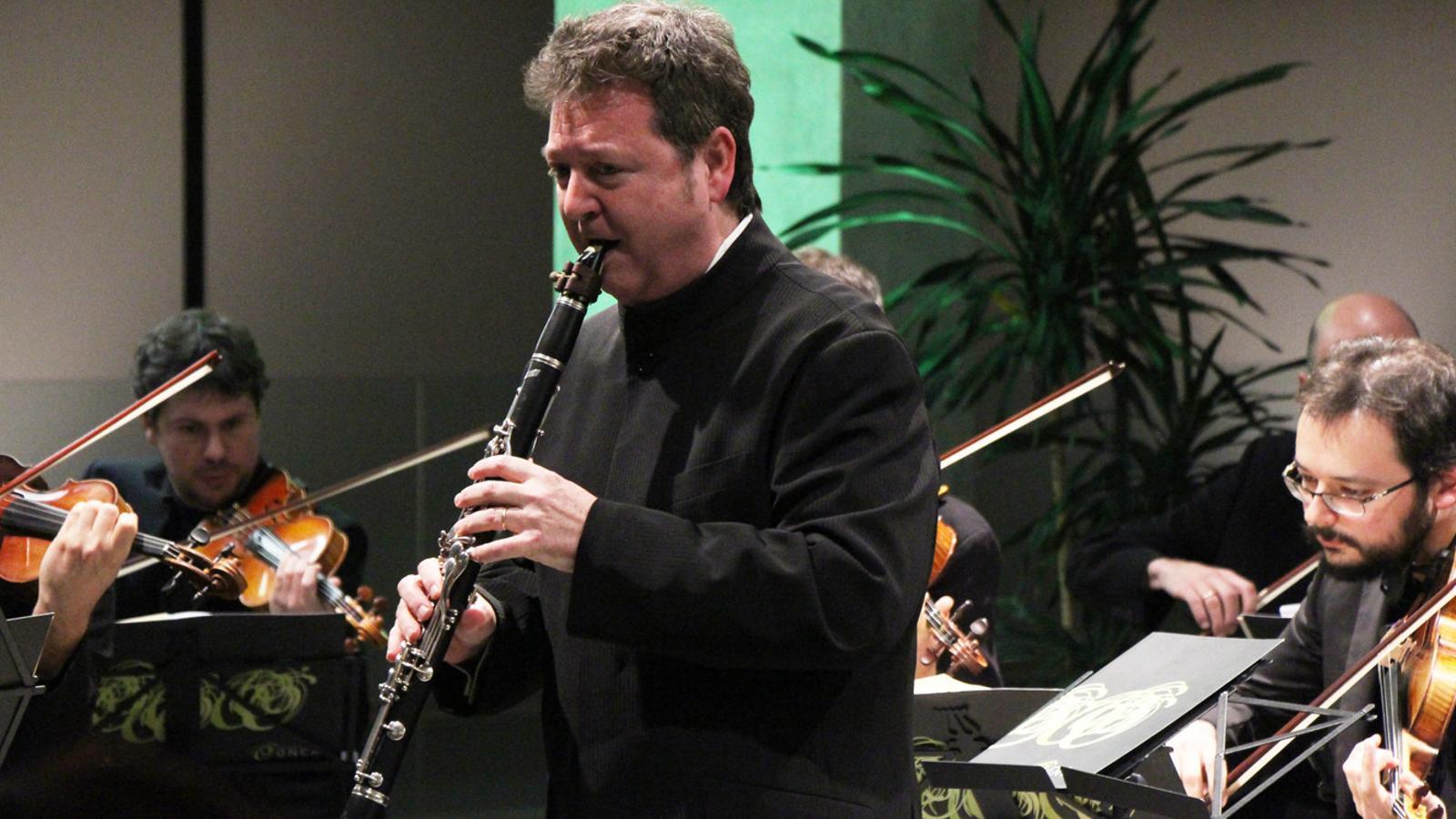El clarinetista Joan Enric Lluna ha actuat amb l'ONCA aquest dissabte al vespre, al vestíbul del Consell General. / E. J. M. (ANA)