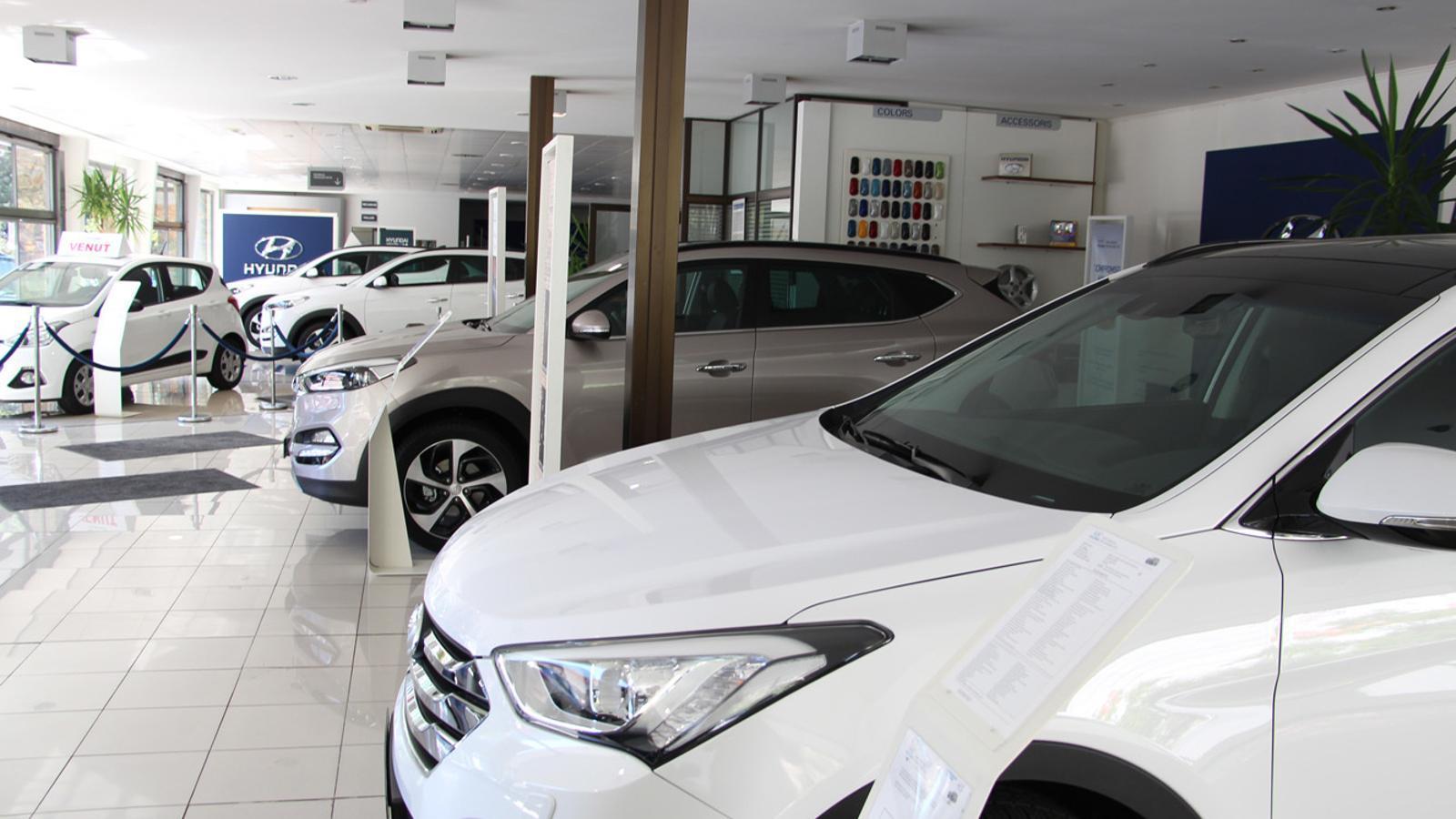Vehicles en un concessionari. / ARXIU ANA