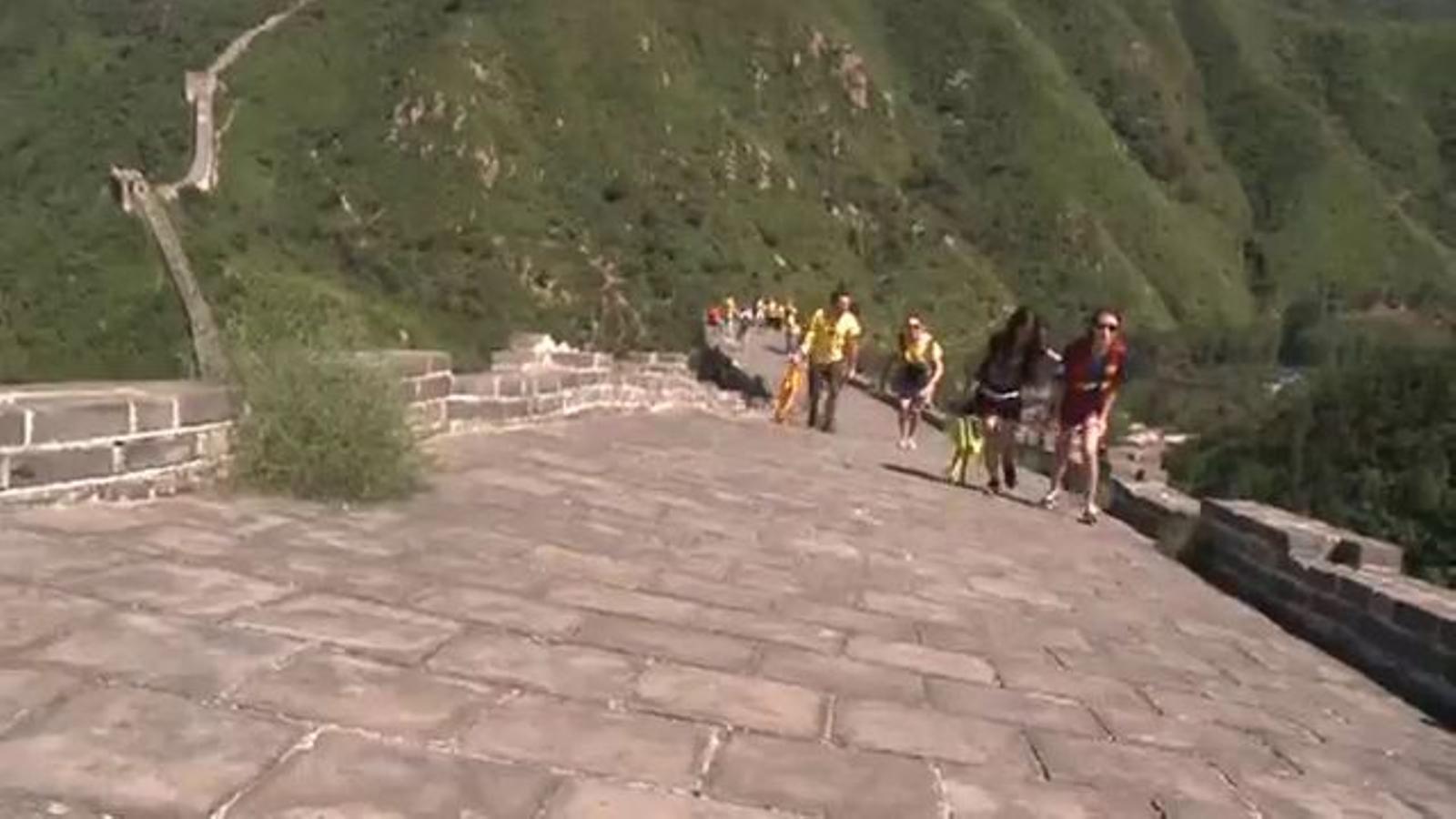 La cadena humana de la Via Catalana a la Gran Muralla xinesa