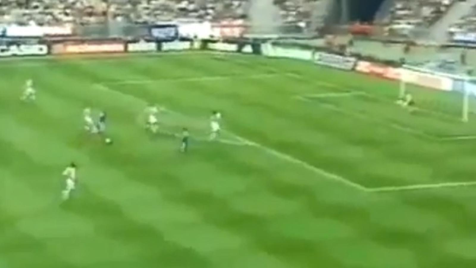 Zidane arribant en conducció a zona de xut