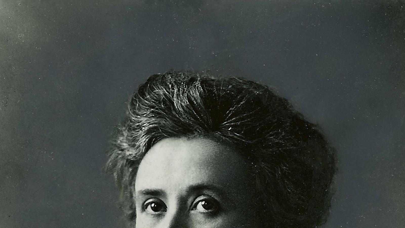 Dona, jueva, polonesa, comunista i intel·lectual. Ho tenia tot per ser perseguida i, efectivament, va ser assassinada el 15 de gener del 1919, ara ha fet cent anys