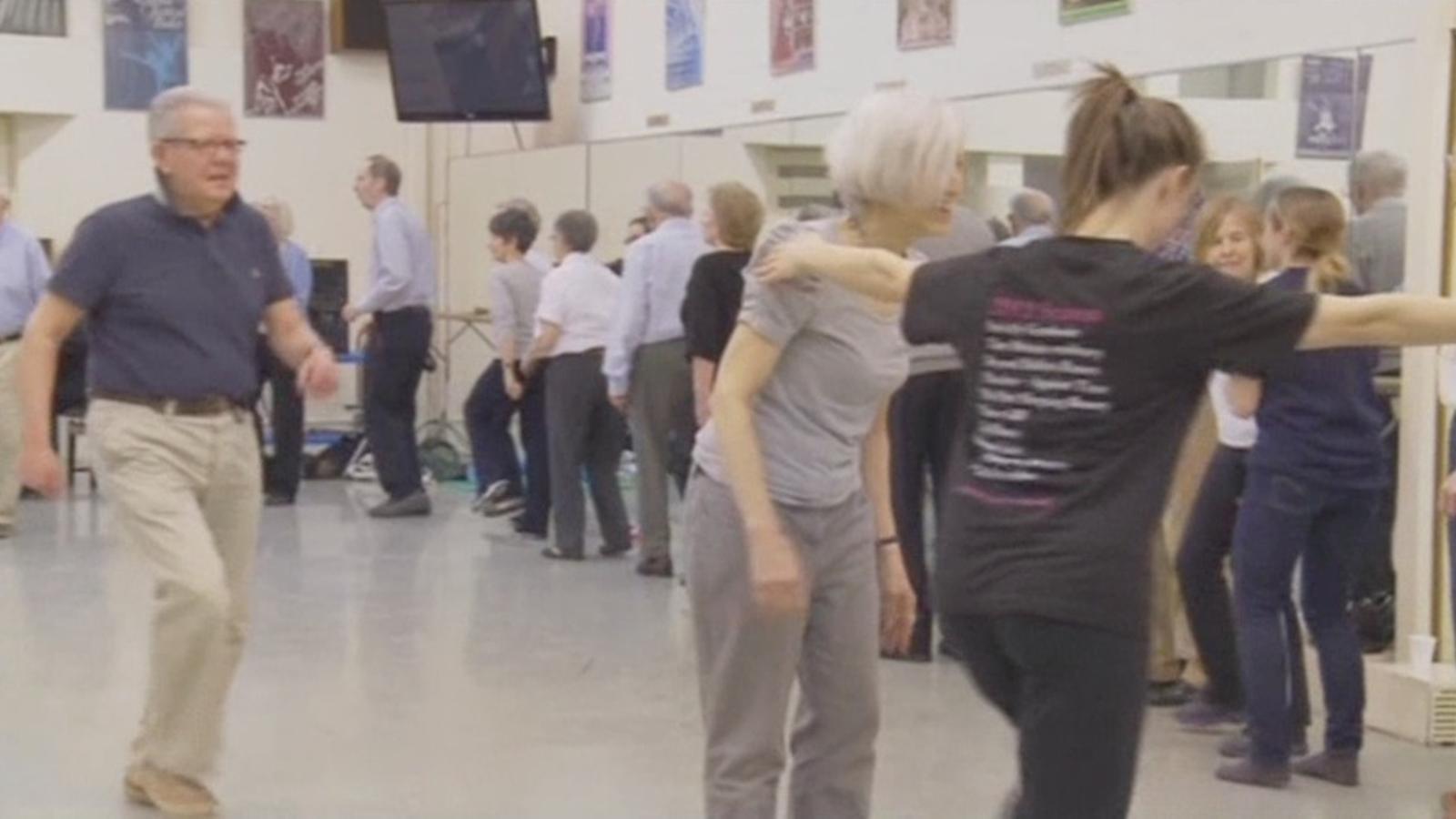 El ballet com a teràpia per contrarestar els efectes del Parkinson