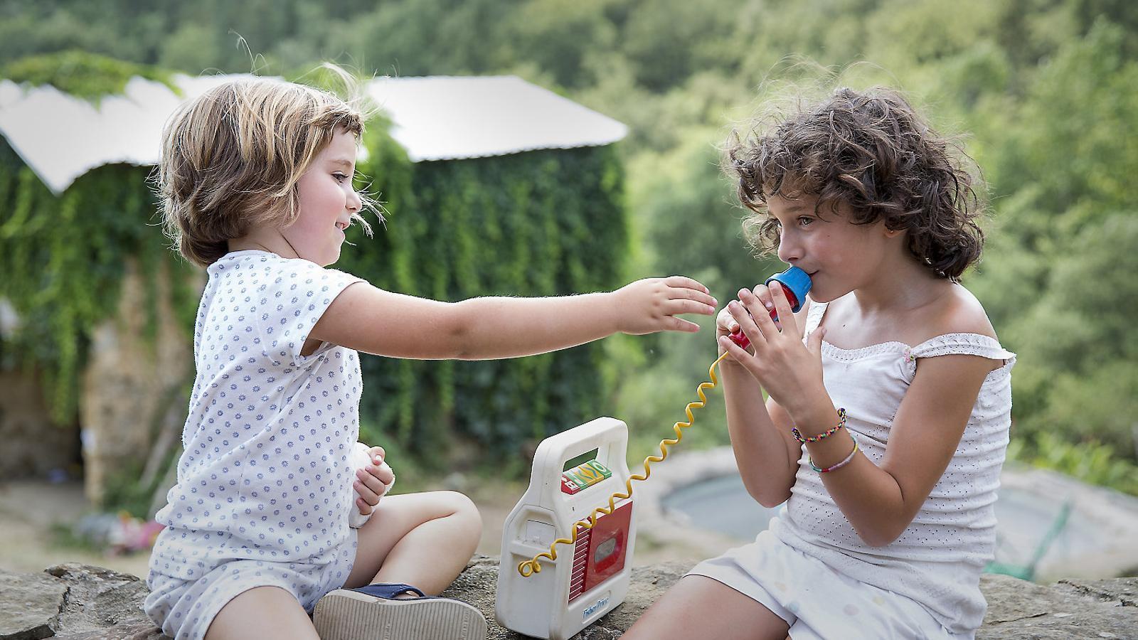 Les dues protagonistes d'Estiu 1993: Paula Blanco i Laia Artigas.