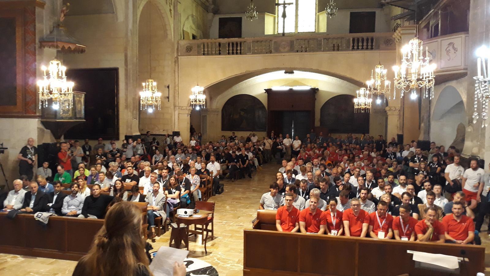 El mal temps ha obligat a fer la presentació dins l'església del Convent.
