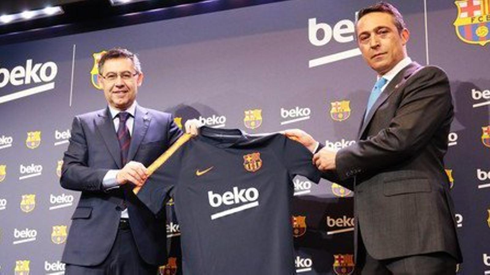Josep Maria Bartomeu, president del Barça, i Ali Y. Koç, vicepresident de Koç Holding, durant la presentació del patrocini amb Beko