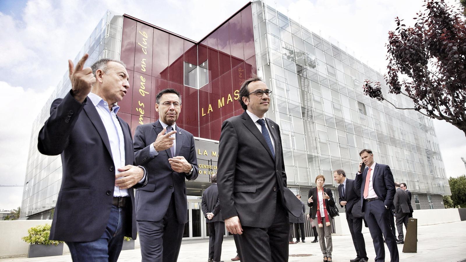 El conseller de la Generalitat de Catalunya Josep Rull; l'alcalde de Sant Joan Despí Antoni Poved i Josep Maria Bartomeu