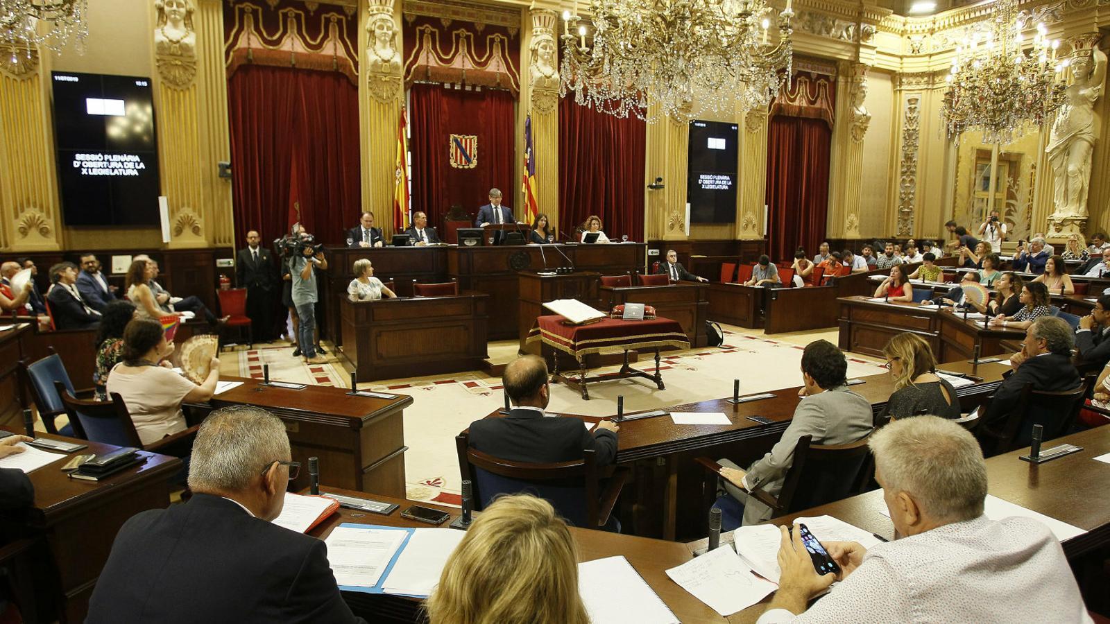 L'inici de la legislatura: una correguda d'obstacles per a gairebé tots els partits