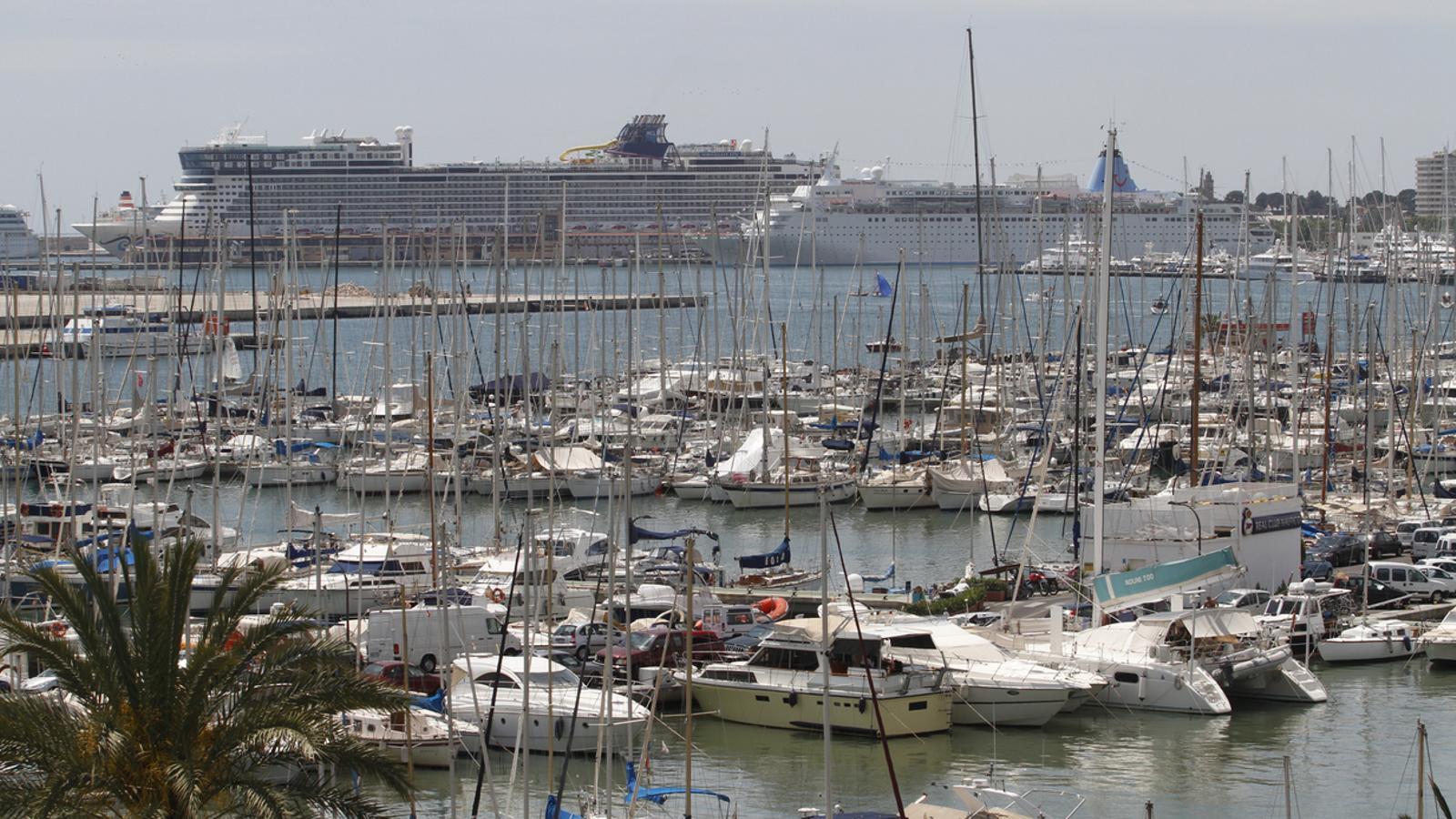 Imatge d'arxiu de creuers atracats al port de Palma