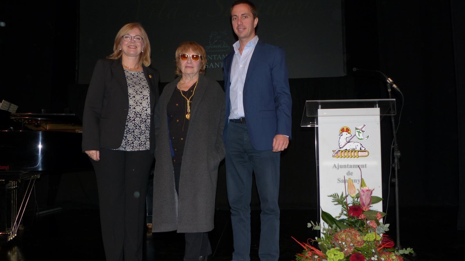 Antònia Vicens rep la Medalla d'Or de la Vila de Santanyí