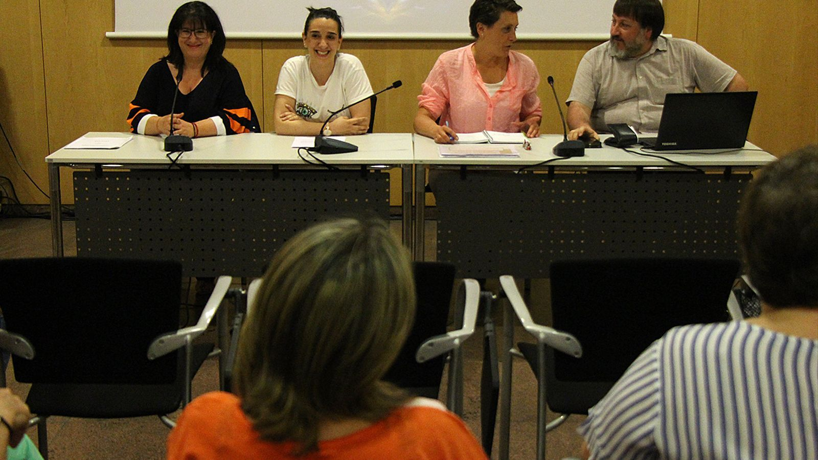 La fins ara junta del Sitca amb la tresorera, Meritxell Pujol; la secretària, Anna Bellera; la presidenta, Emi Matarrodona i el vicepresident, Santi Pérez. / M. M.