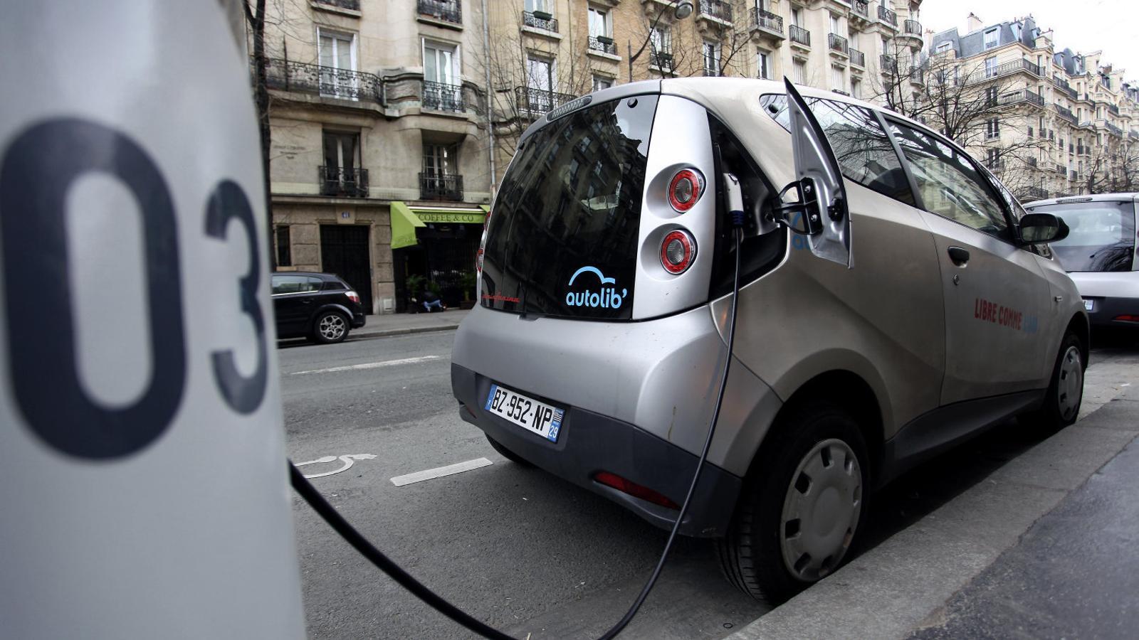 Les matriculacions de cotxes elèctrics o híbrids a Espanya són un 4,4% del total però la tendència és creixent.