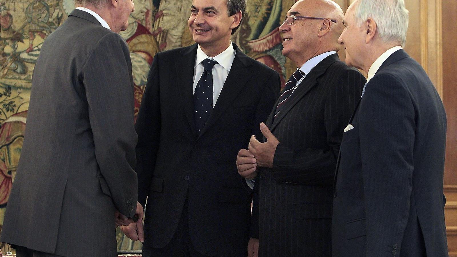 Joan Carles I i José Luis Rodríguez Zapatero van firmar el setembre del 2011 la reforma exprés de la Constitució per satisfer Alemanya i els creditors internacionals.