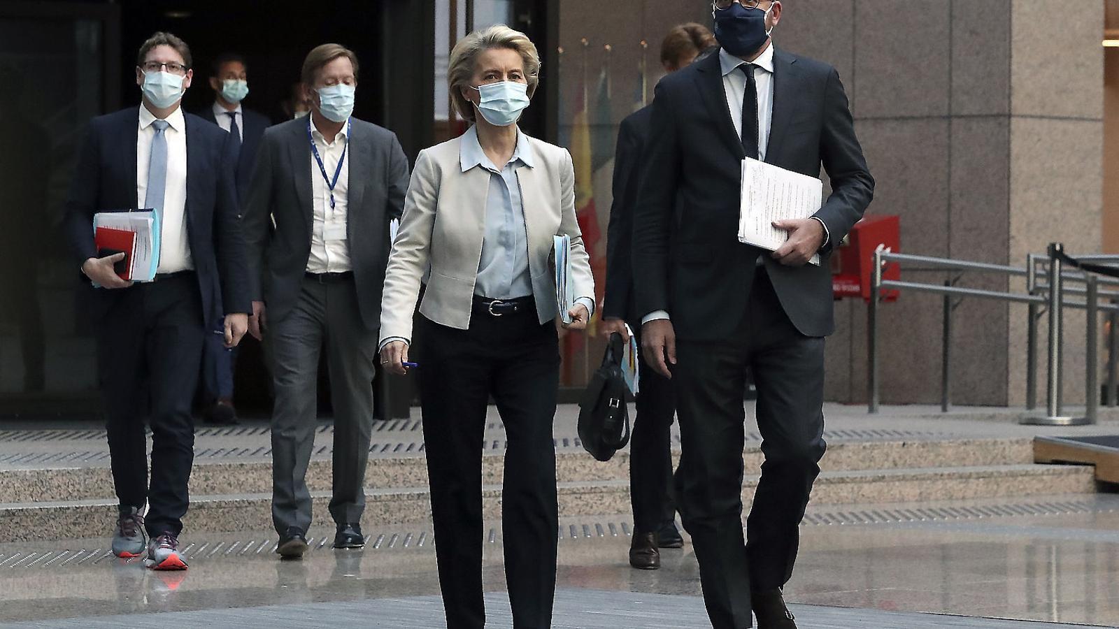 La presidenta de la Comissió Europea, Ursula Von der Leyen, amb el president del Consell Europeu, Charles Michel.