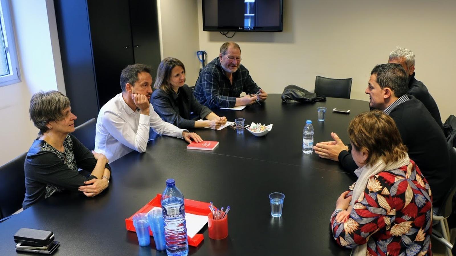 Un moment de la trobada entre representants del PS i de Liberals d'Andorra aquest dimecres al matí. / LIBERALS D'ANDORRA