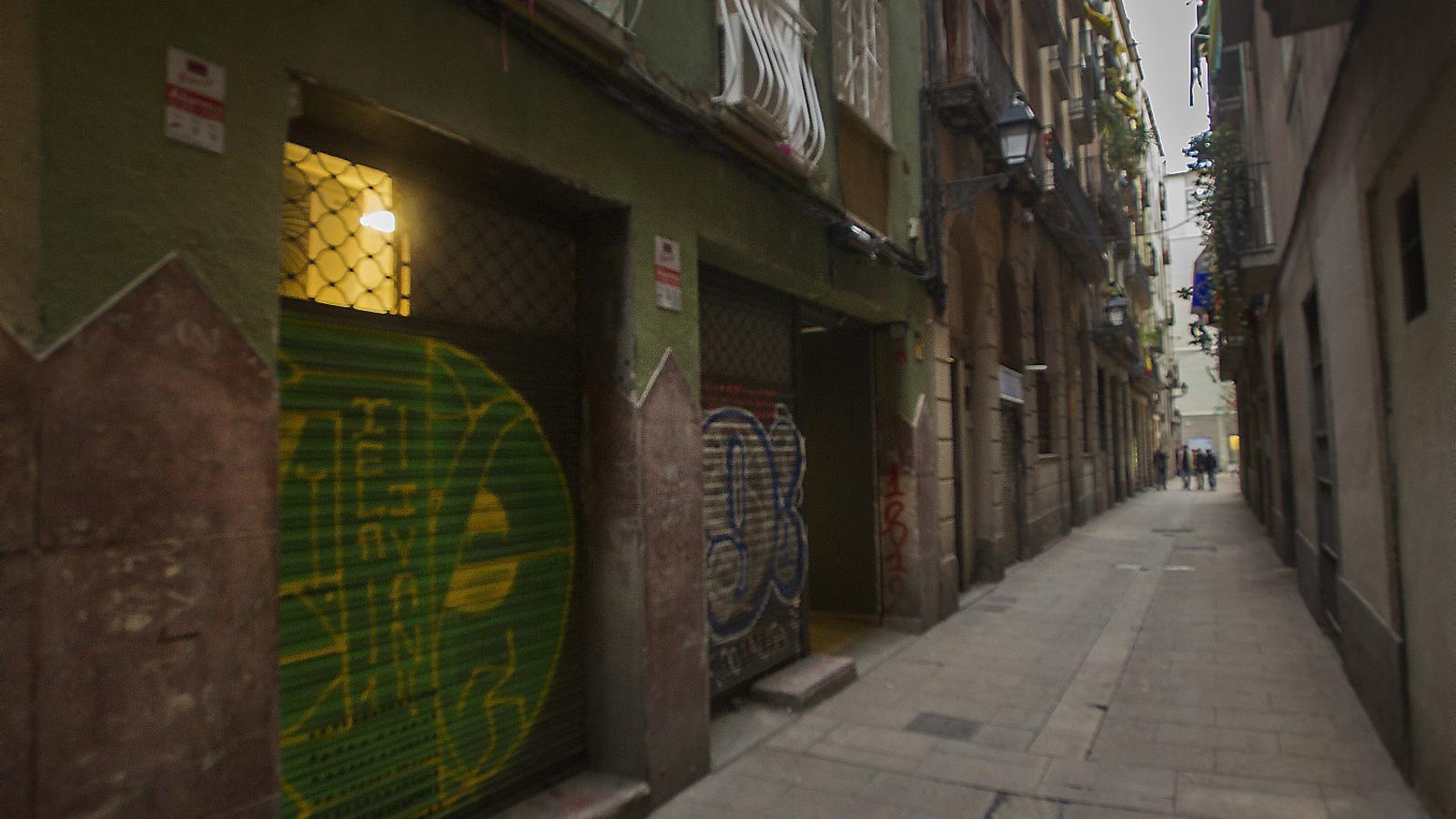 Clubs de cànnabis irregulars tensen el Barri Gòtic