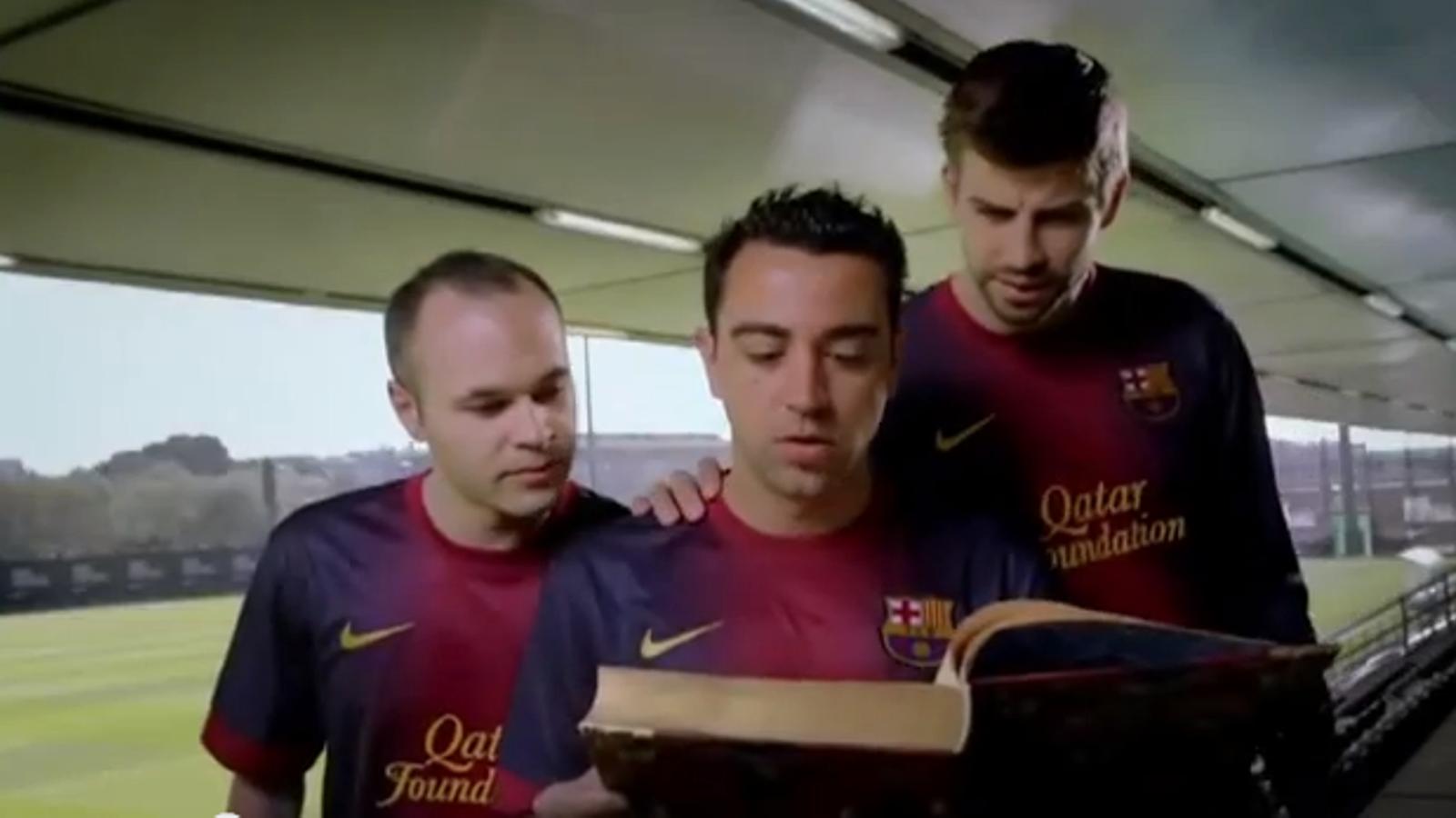 Xavi, Iniesta i Piqué fan un anunci per promocionar la lectura entre els joves mexicans