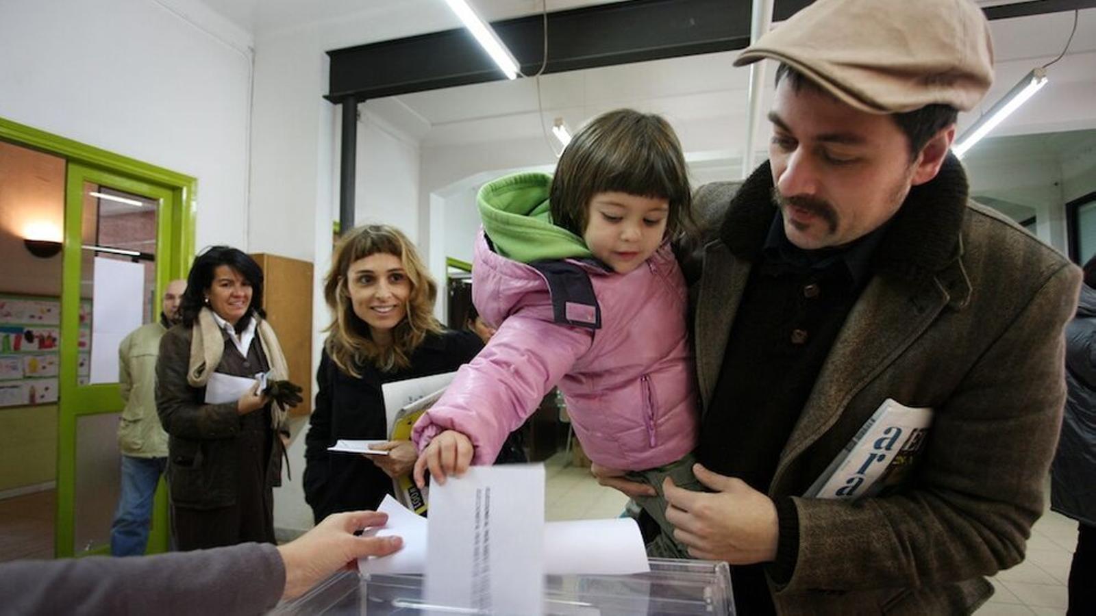 Los catalanes votarán en pabellones y no en escuelas en las elecciones del 14-F