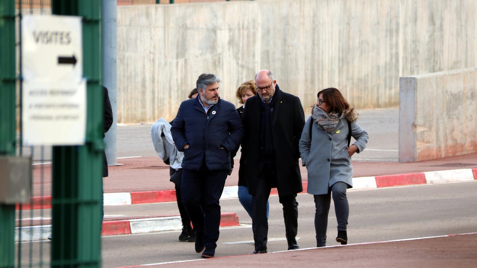 """JxCat demana la """"màxima dignitat"""" en el trasllat dels presos a Madrid perquè són """"representants del poble"""""""