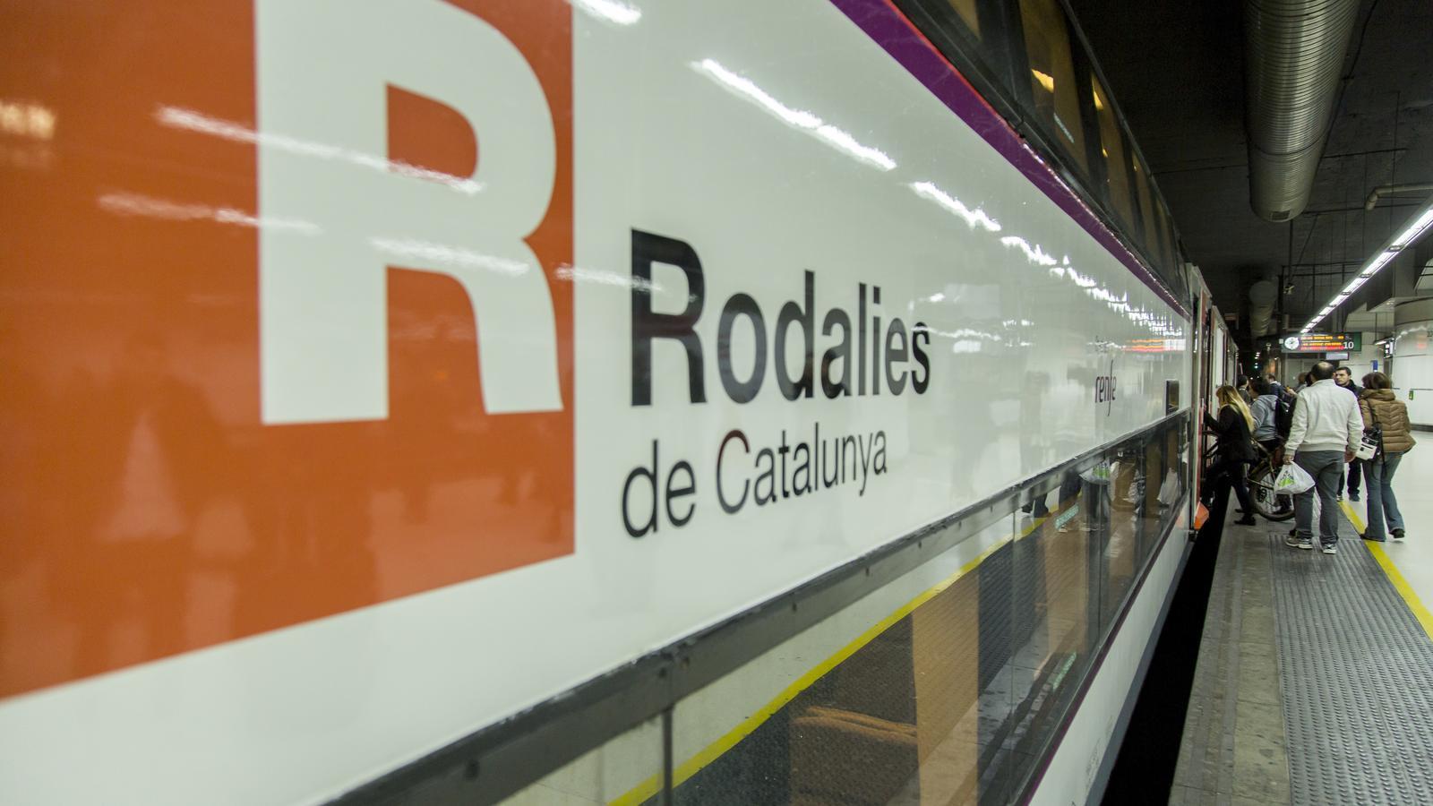 Imatge d'un tren de Rodalies a l'Estació de Sants de Barcelona