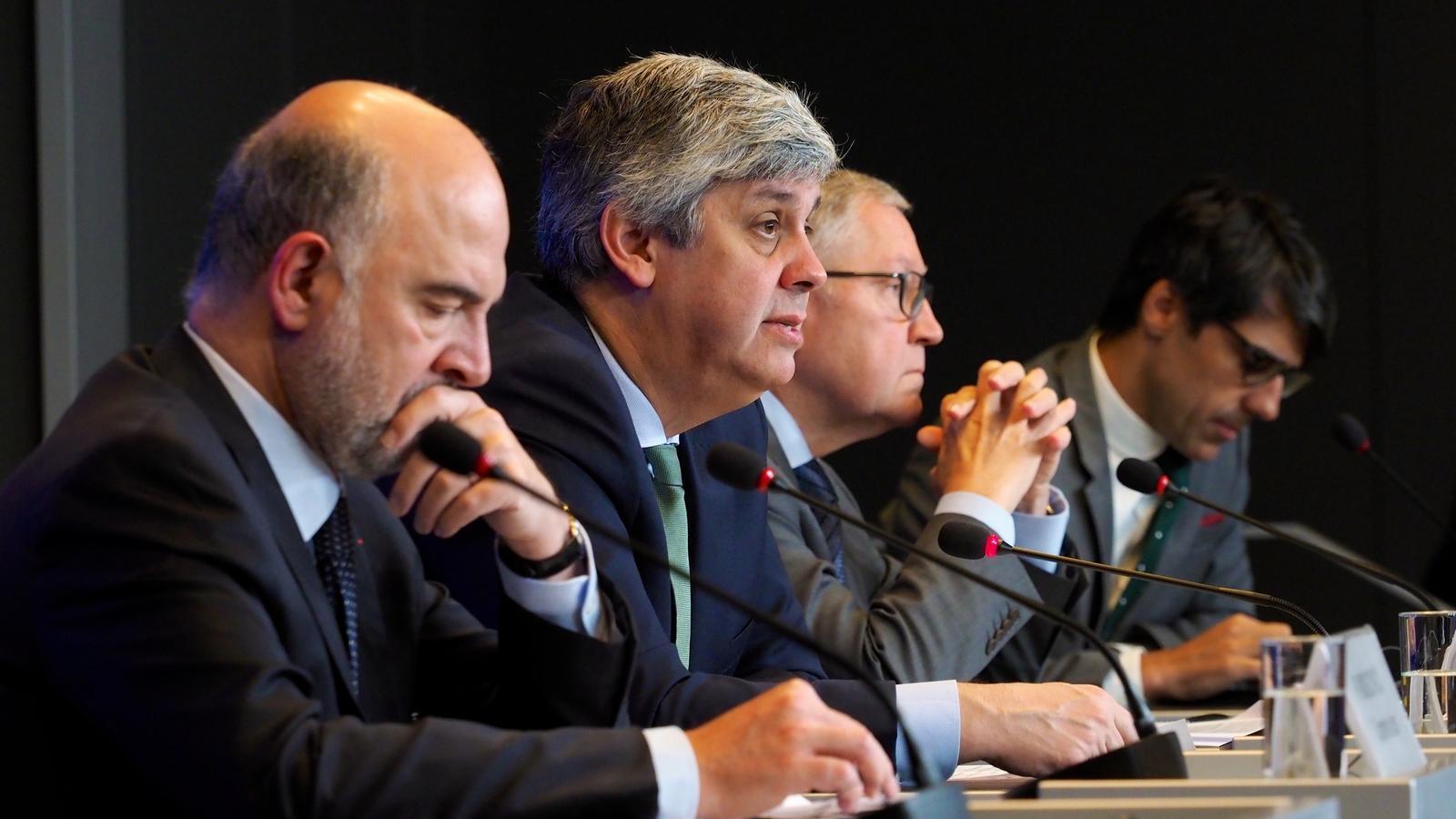 El comissari d'Afers Econòmics, Pierre Moscovici, i el president de l'Eurogrup, Mario Centeno.