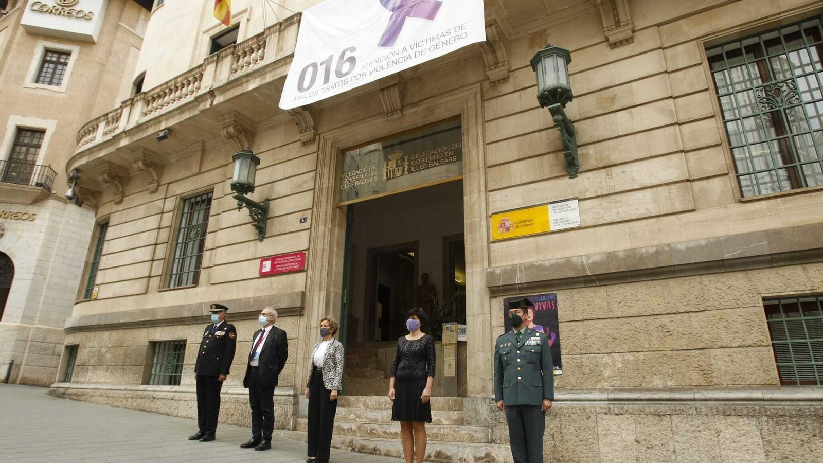 Minuts de silencia davant la Delegació del govern espanyol.