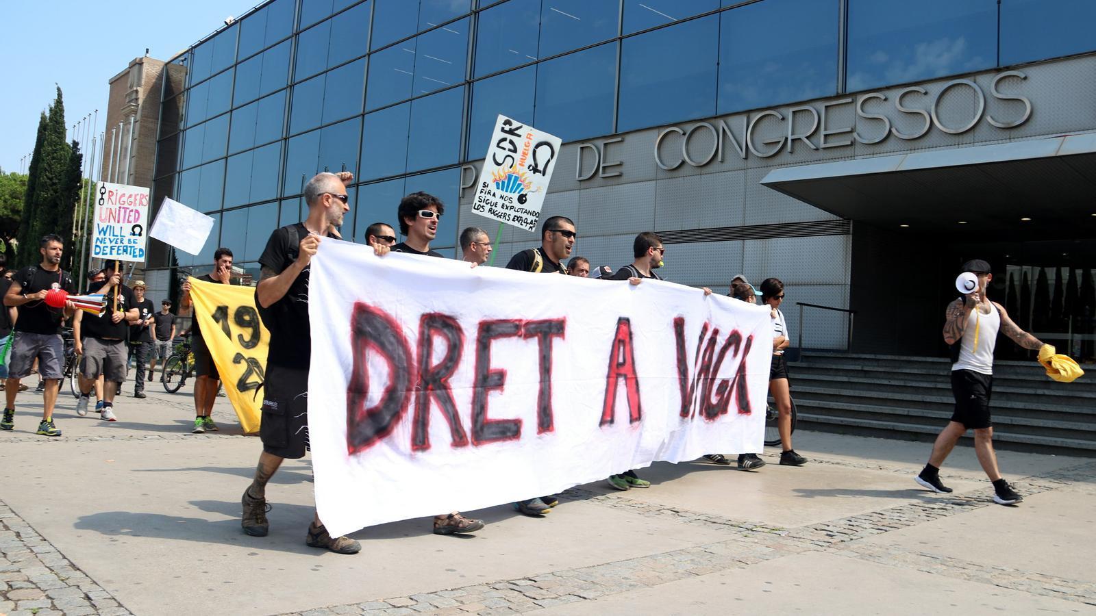Protesta dels  'riggers' en vaga  a la Fira de Barcelona al juliol