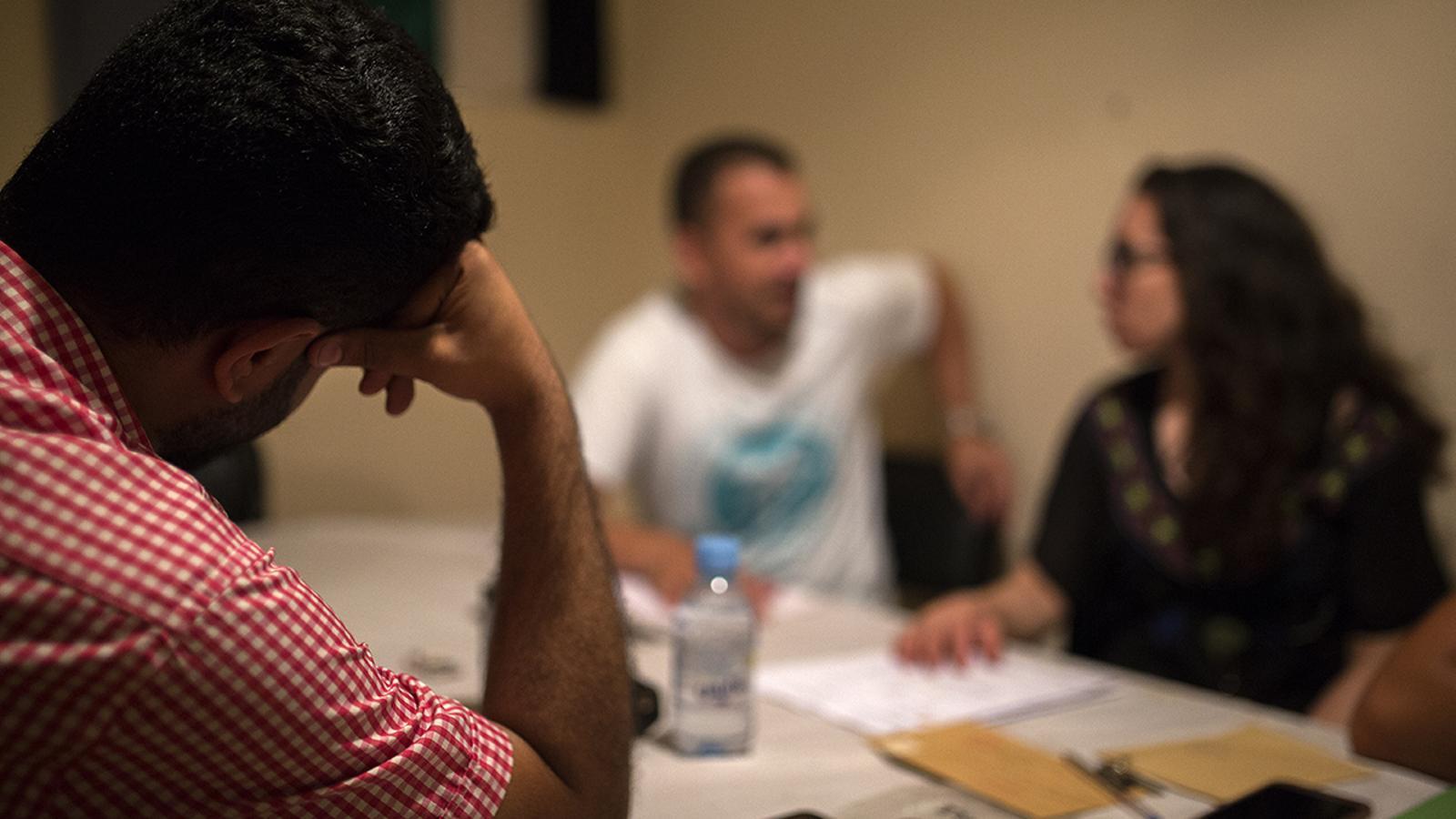 Hussein, un comerciant iemenita de 31 anys a l'oficina de l'Associació Marroquina dels Drets Humans de Nador.
