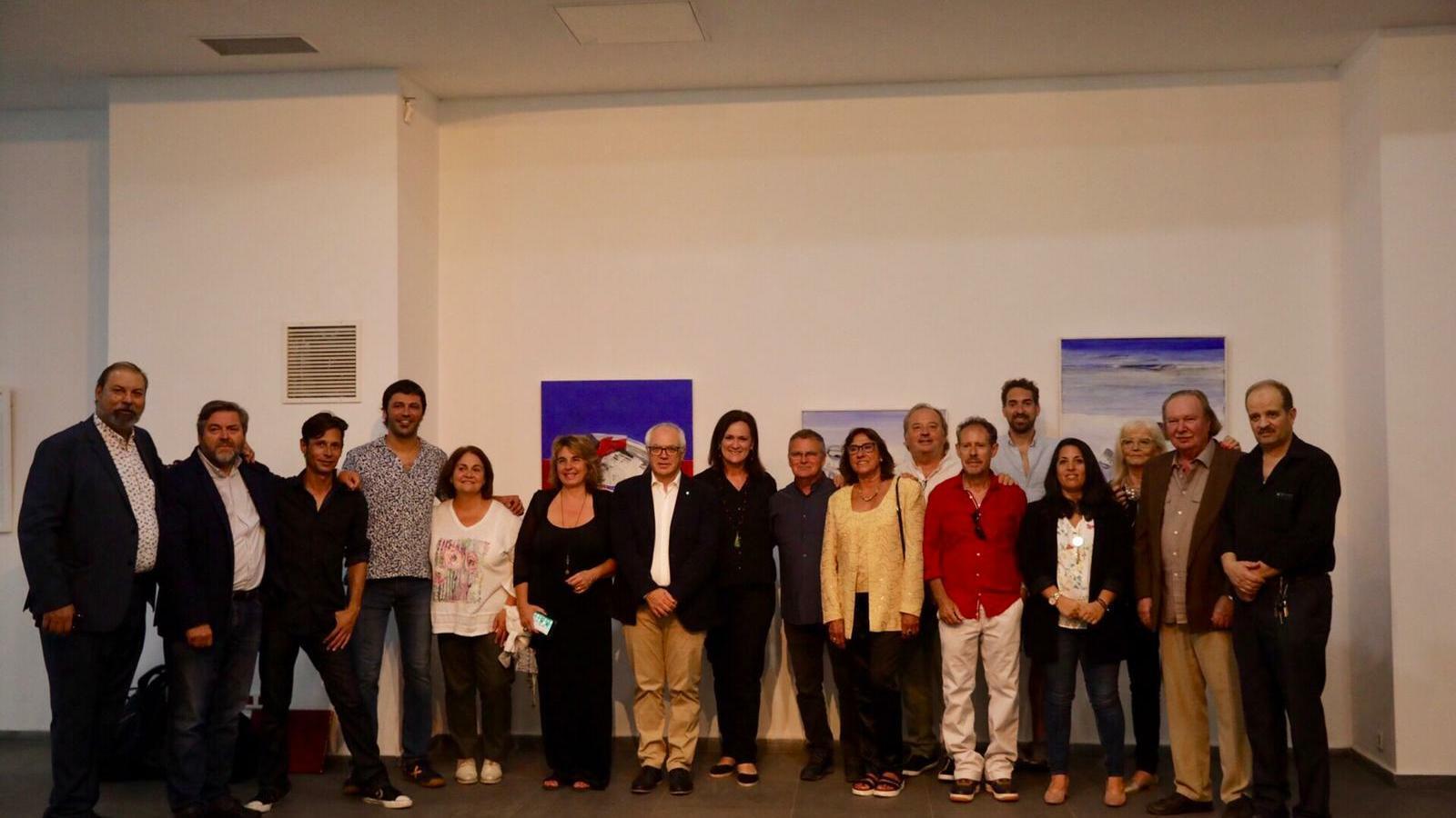 Els artistes presents a la inauguració de la mostra, el comissari Antoni Torres, el president de la Fundació Baleària Ricard Pérez.